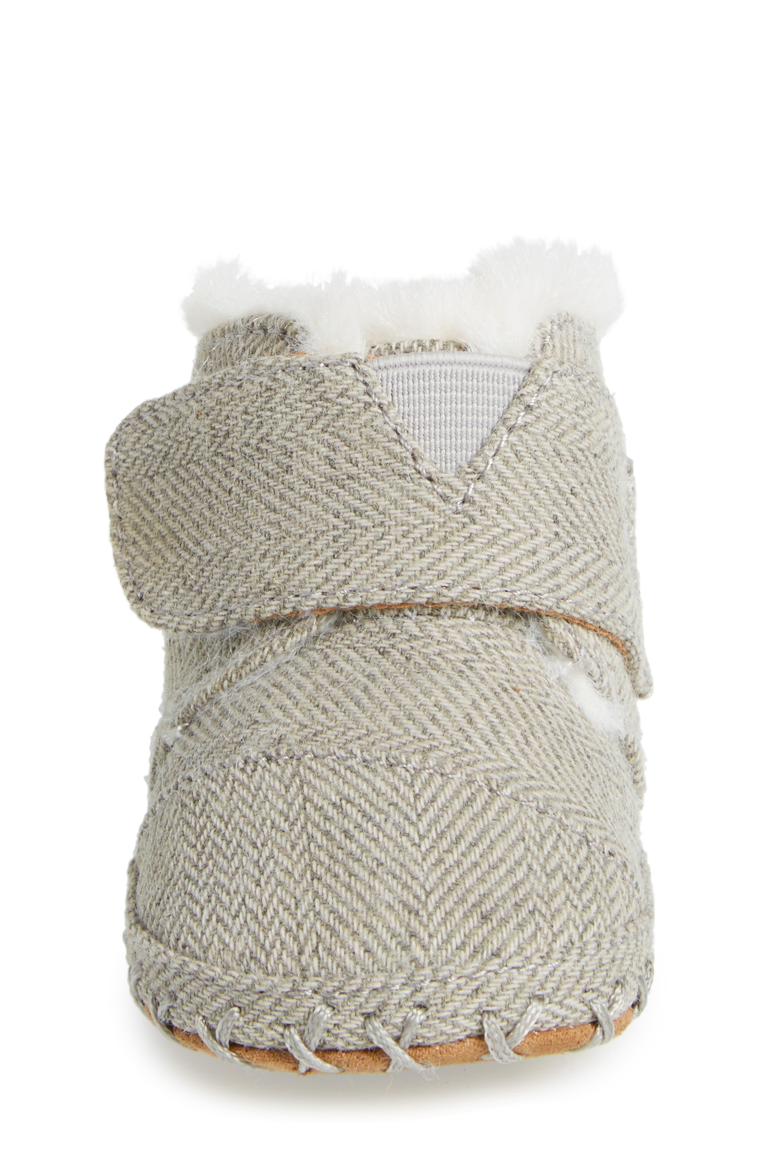 Tiny Cuna Faux Fur Crib Bootie,                             Alternate thumbnail 4, color,                             Drizzle Grey Herringbone