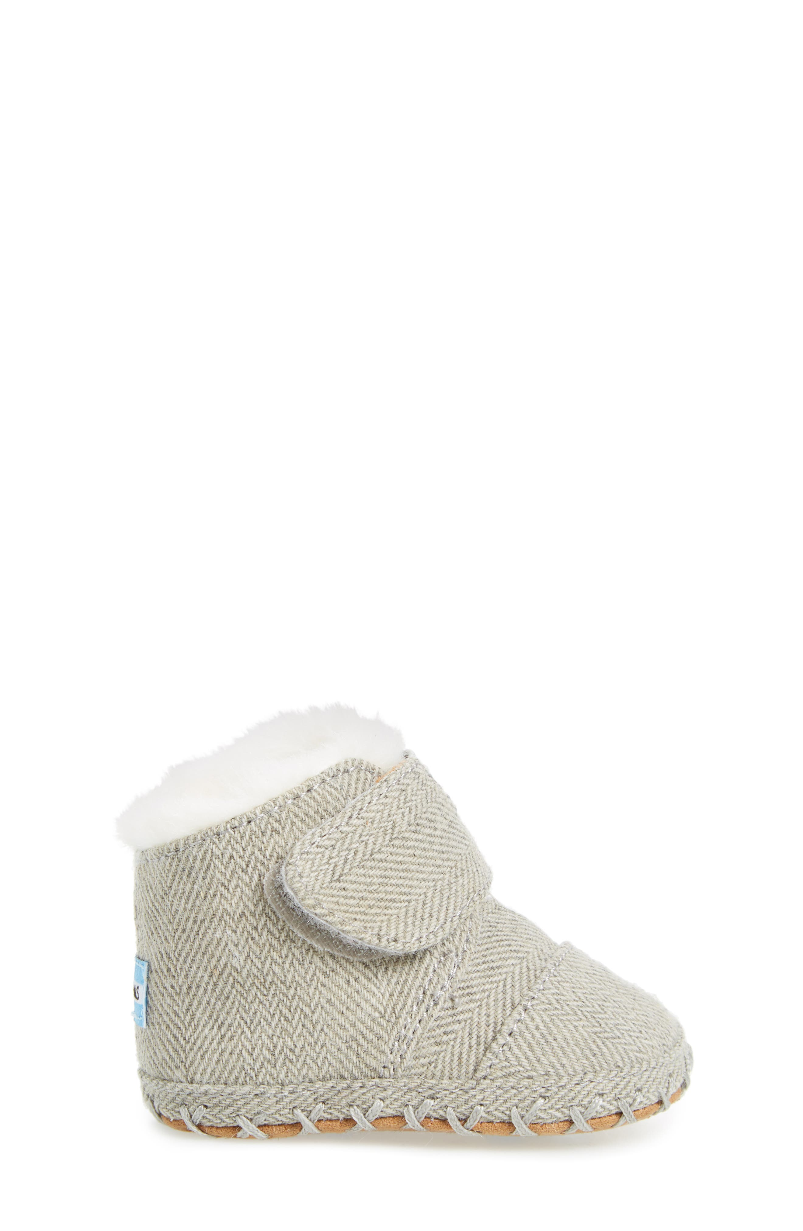 Alternate Image 3  - TOMS Tiny Cuna Faux Fur Crib Bootie (Baby)