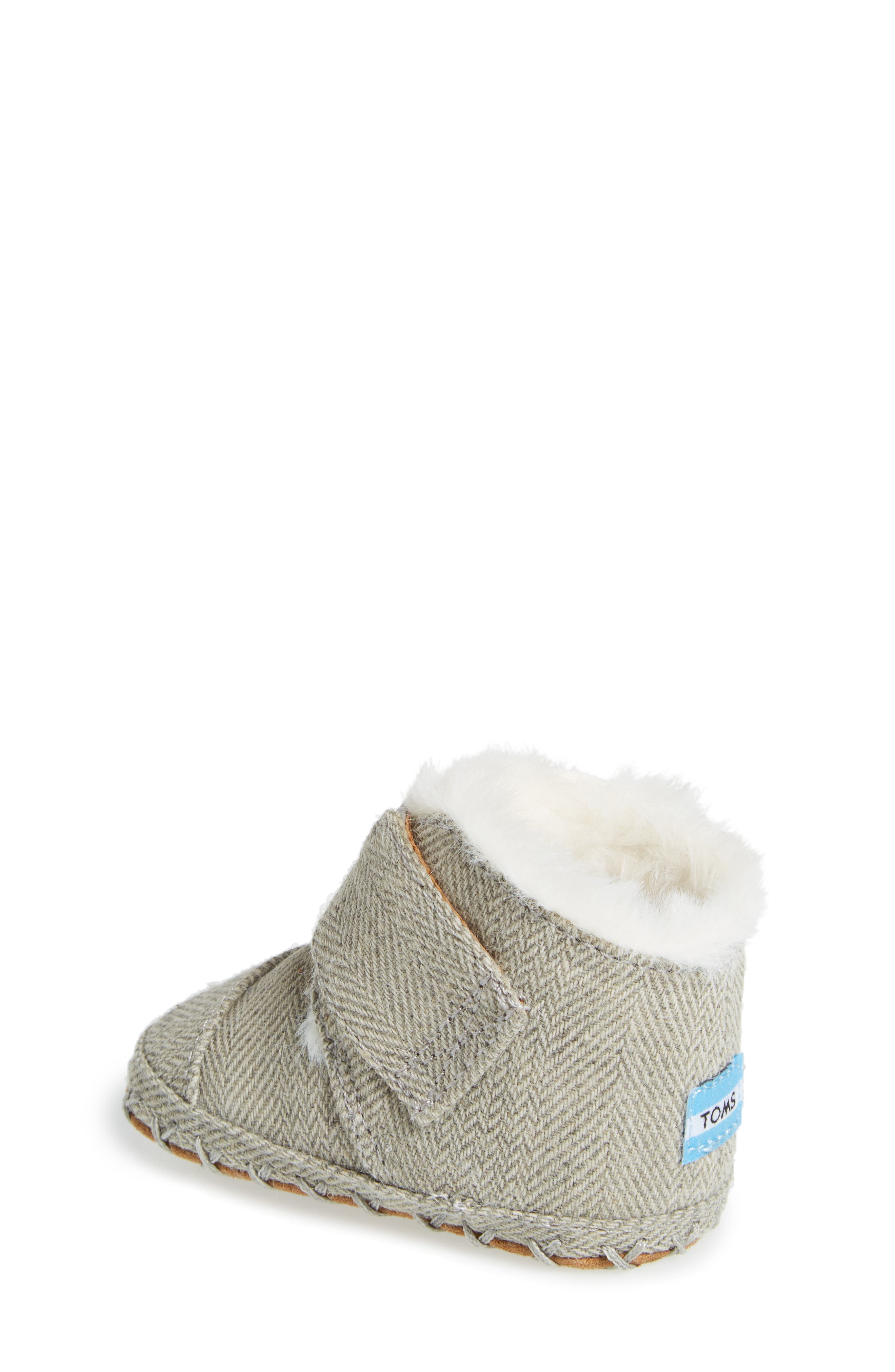 Alternate Image 2  - TOMS Tiny Cuna Faux Fur Crib Bootie (Baby)