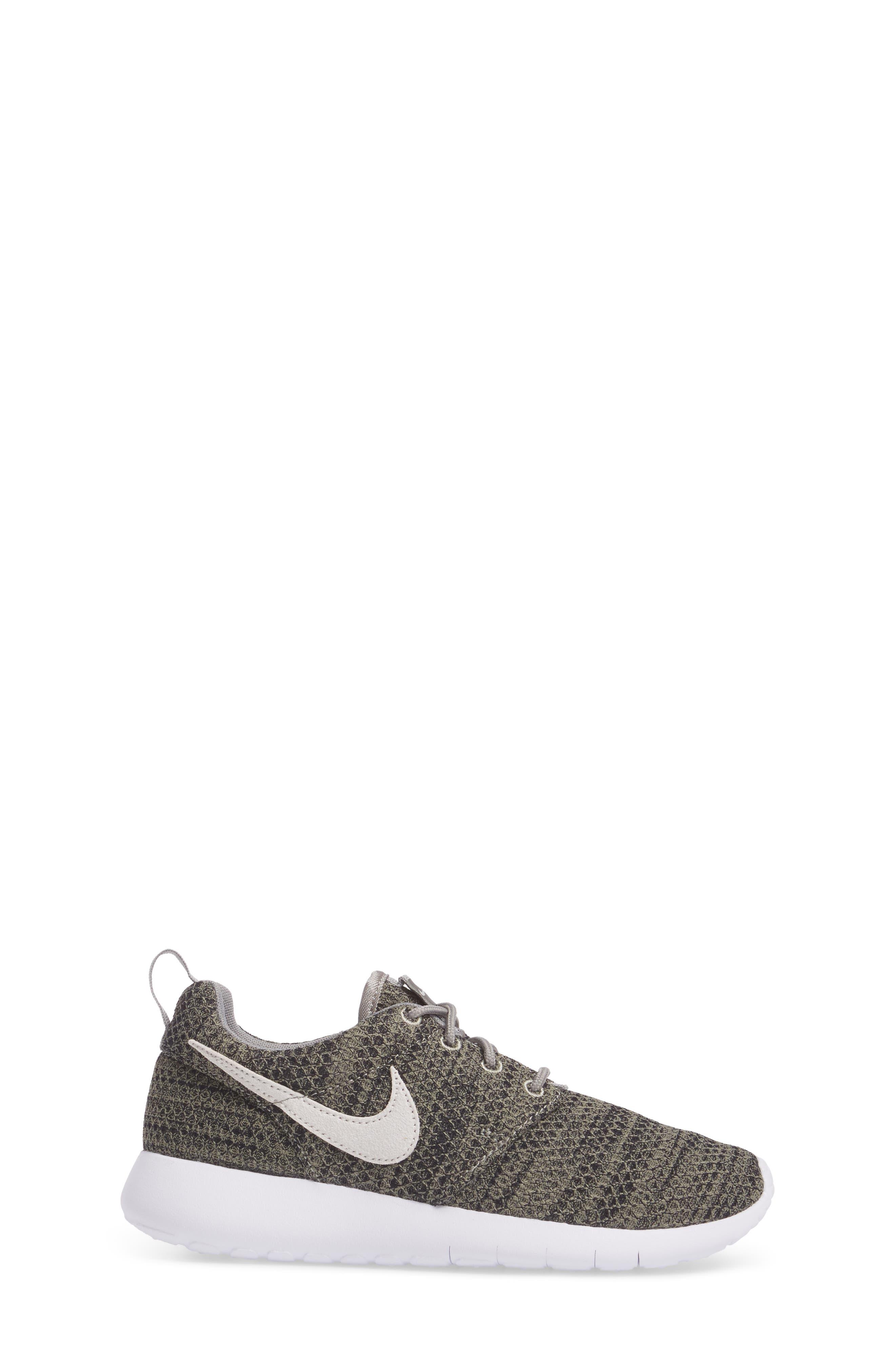 Alternate Image 3  - Nike 'Roshe Run' Sneaker (Little Kid & Big Kid)