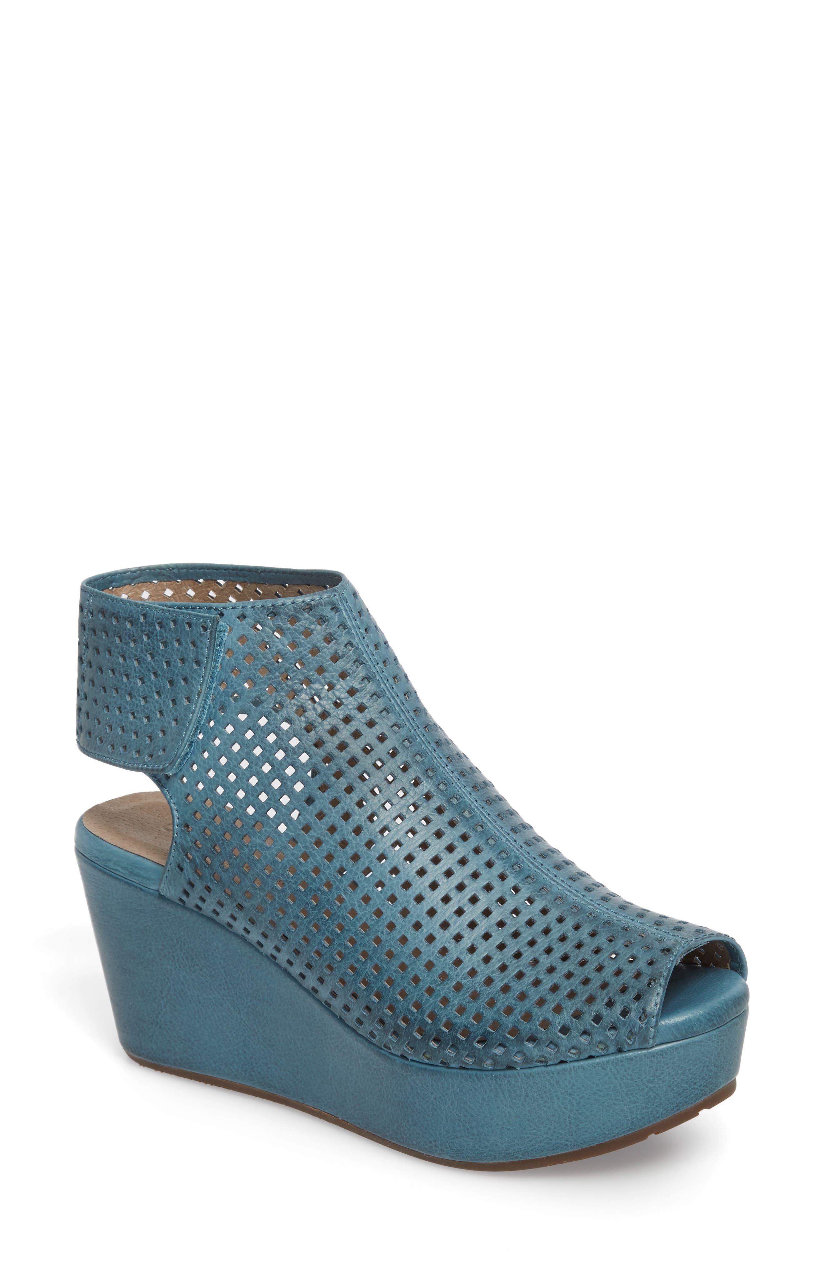 Main Image - Chocolat Blu Wing Perforated Platform Wedge (Women)