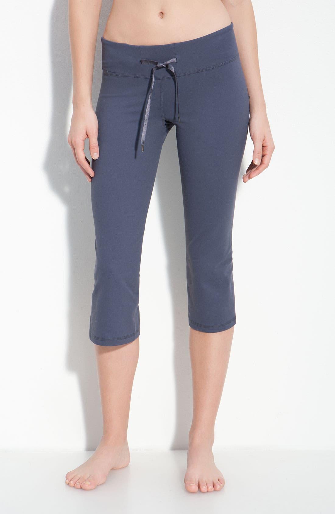 Main Image - Zella Vented Slim Capri Pants