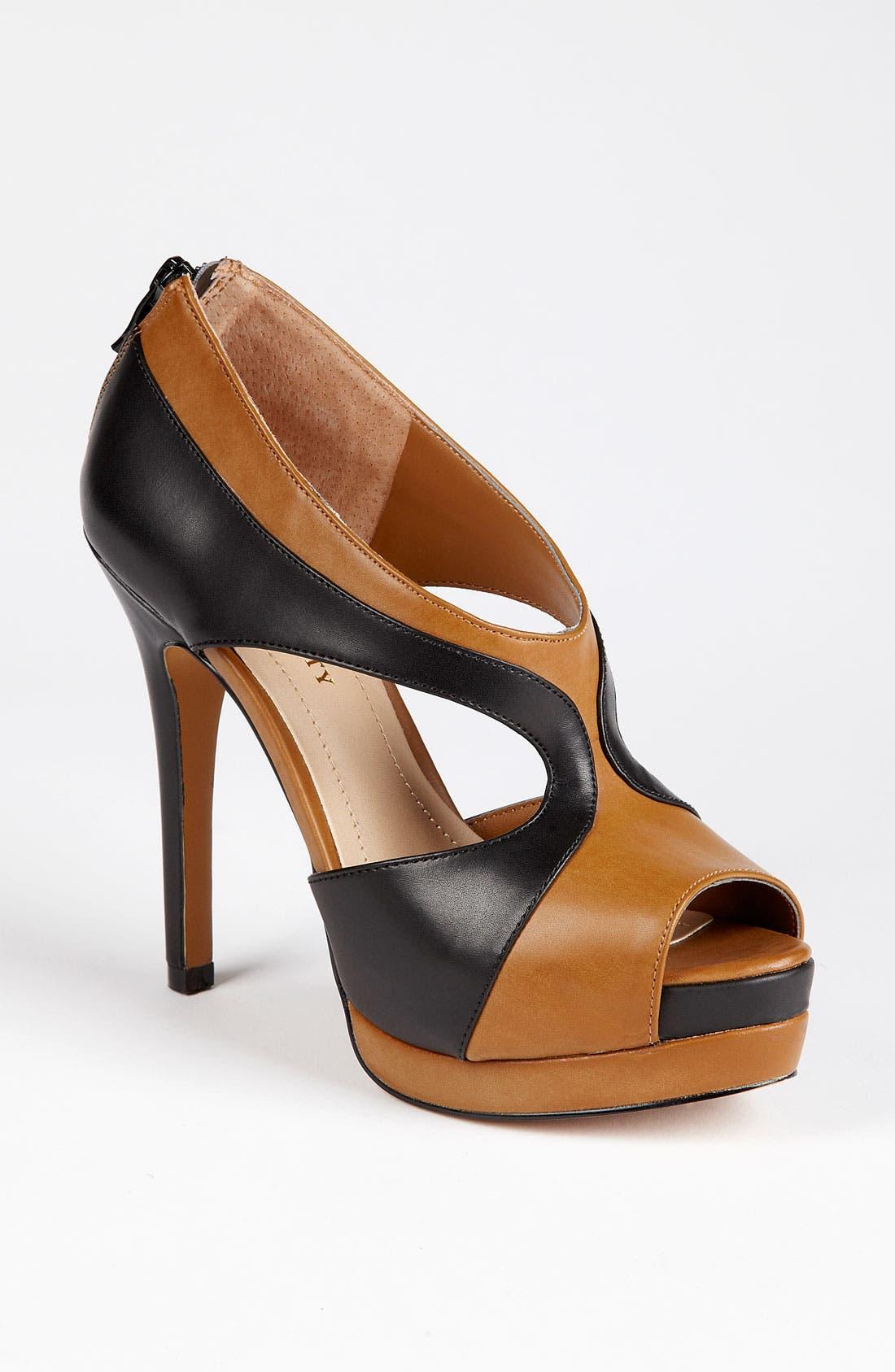 Main Image - Sole Society 'Neve' Platform Sandal