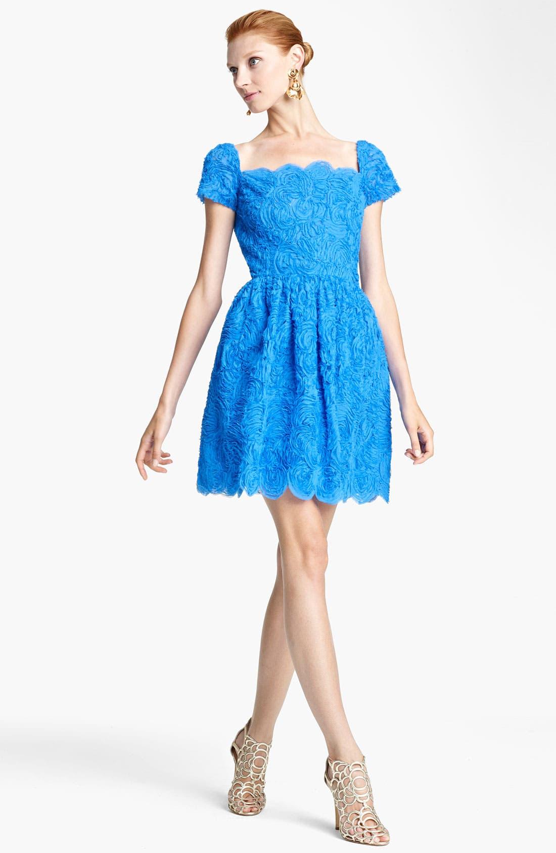 Main Image - Oscar de la Renta Embroidered Cocktail Dress