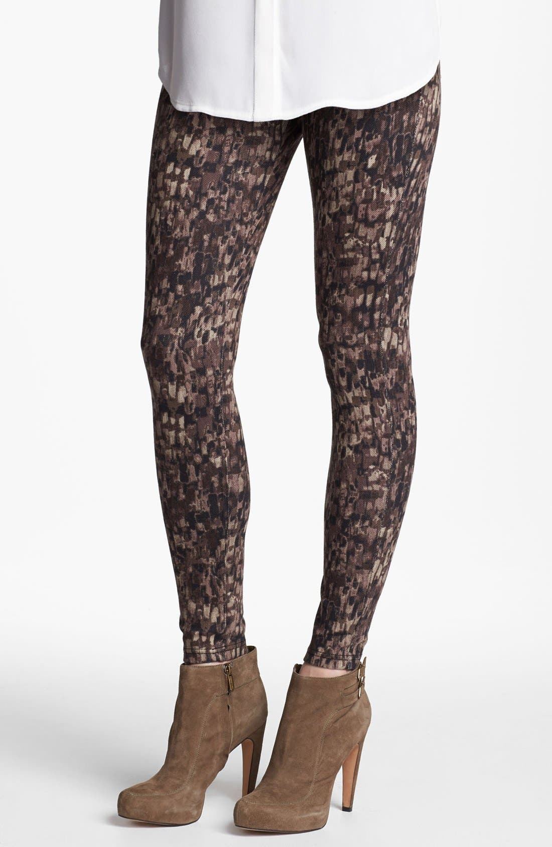 Main Image - Hue 'Abstract Geo' Print Denim Leggings (Online Only)