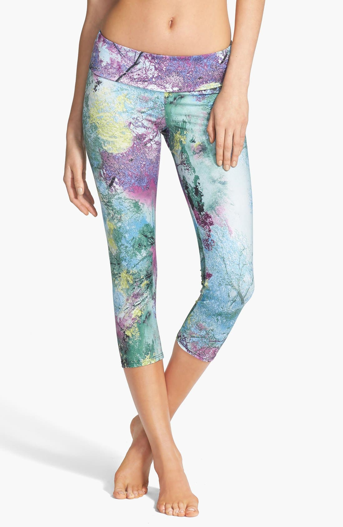 Main Image - Onzie Low Rise Capris (Nordstrom Online Exclusive)