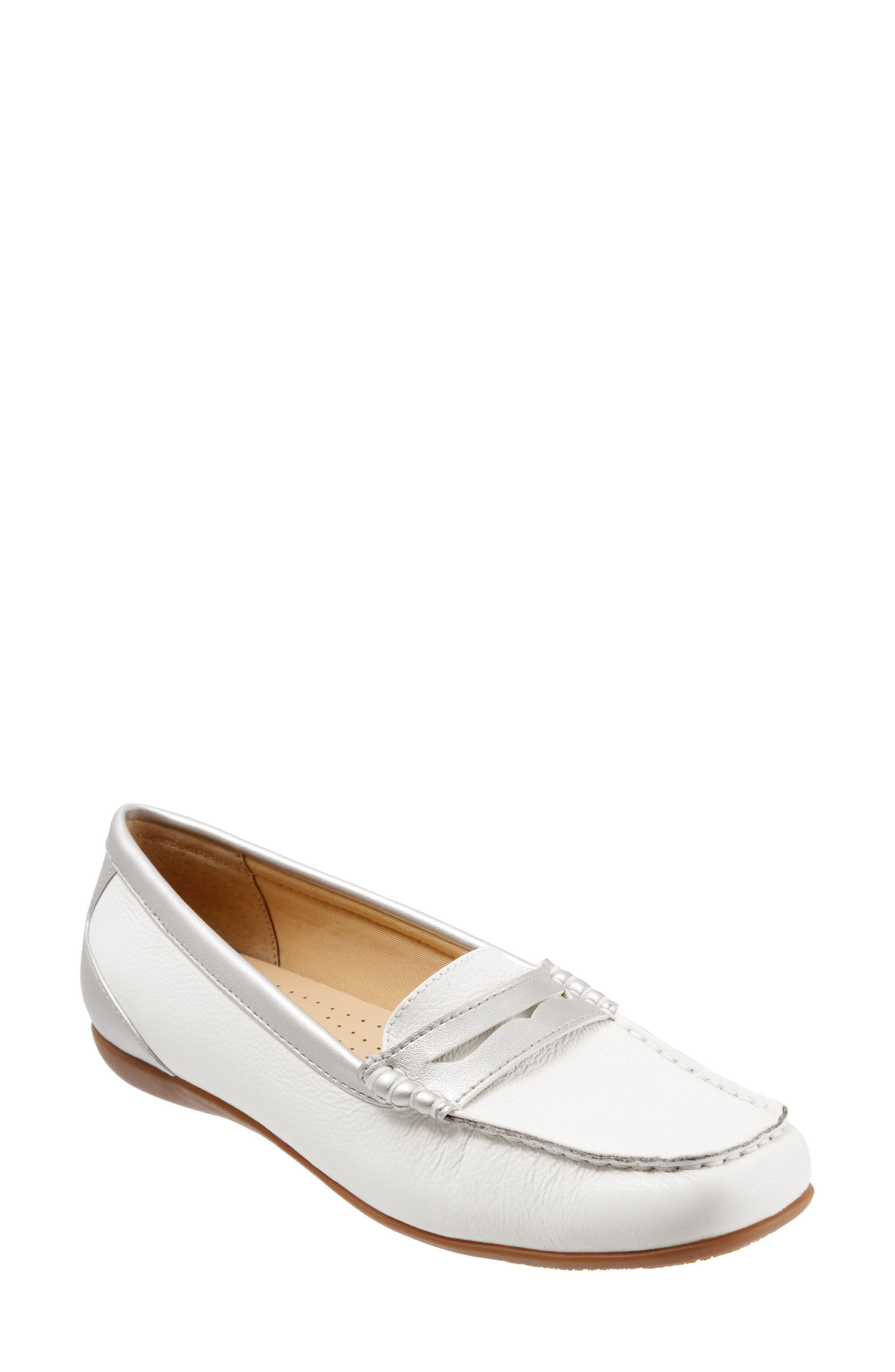 TROTTERS Staci Penny Loafer