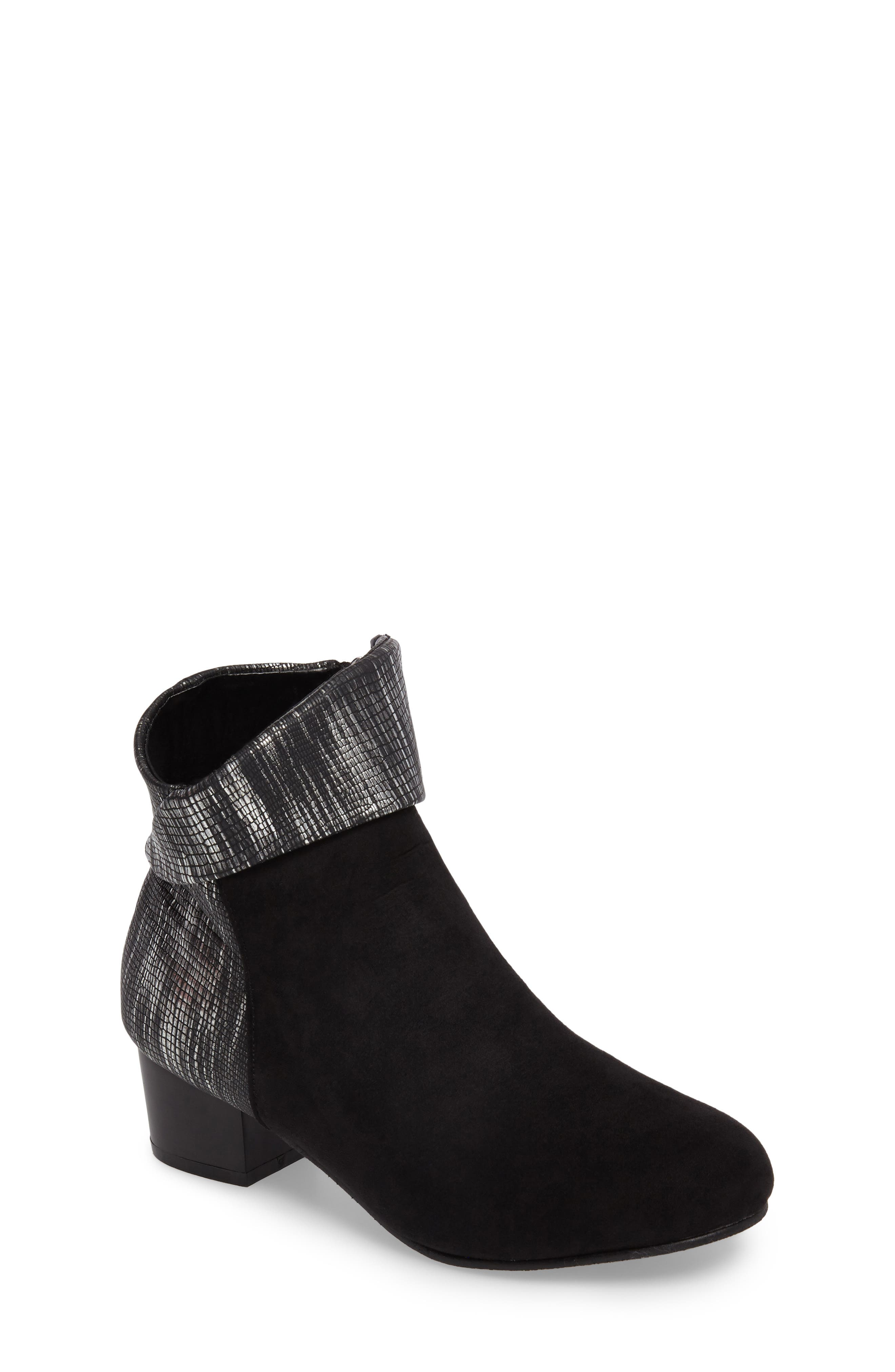 KENNETH COLE NEW YORK Linea Cuff Bootie
