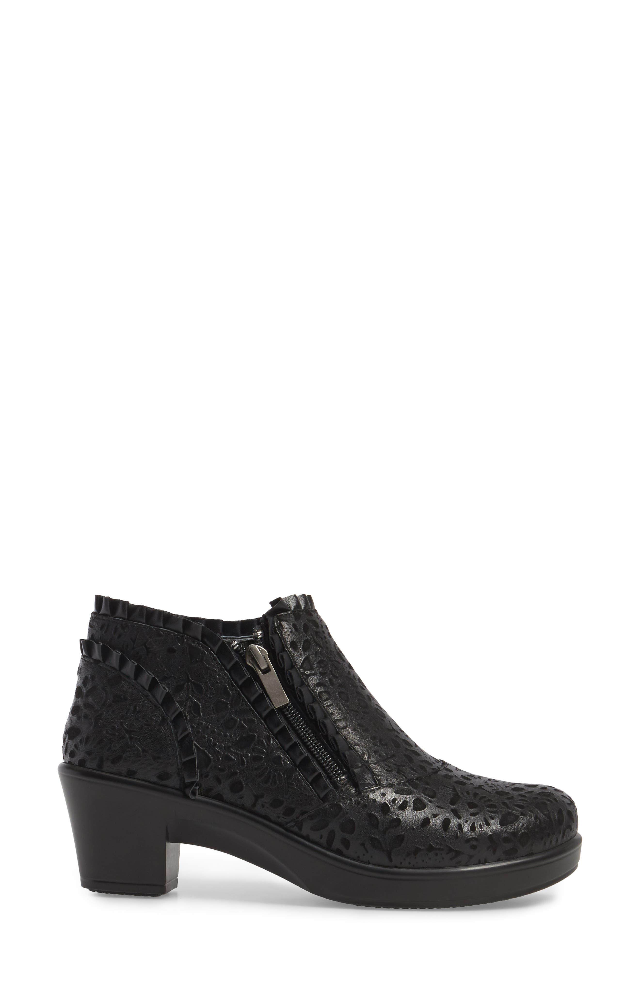 'Hannah' Saddle Boot,                             Alternate thumbnail 3, color,                             Delicut Leather
