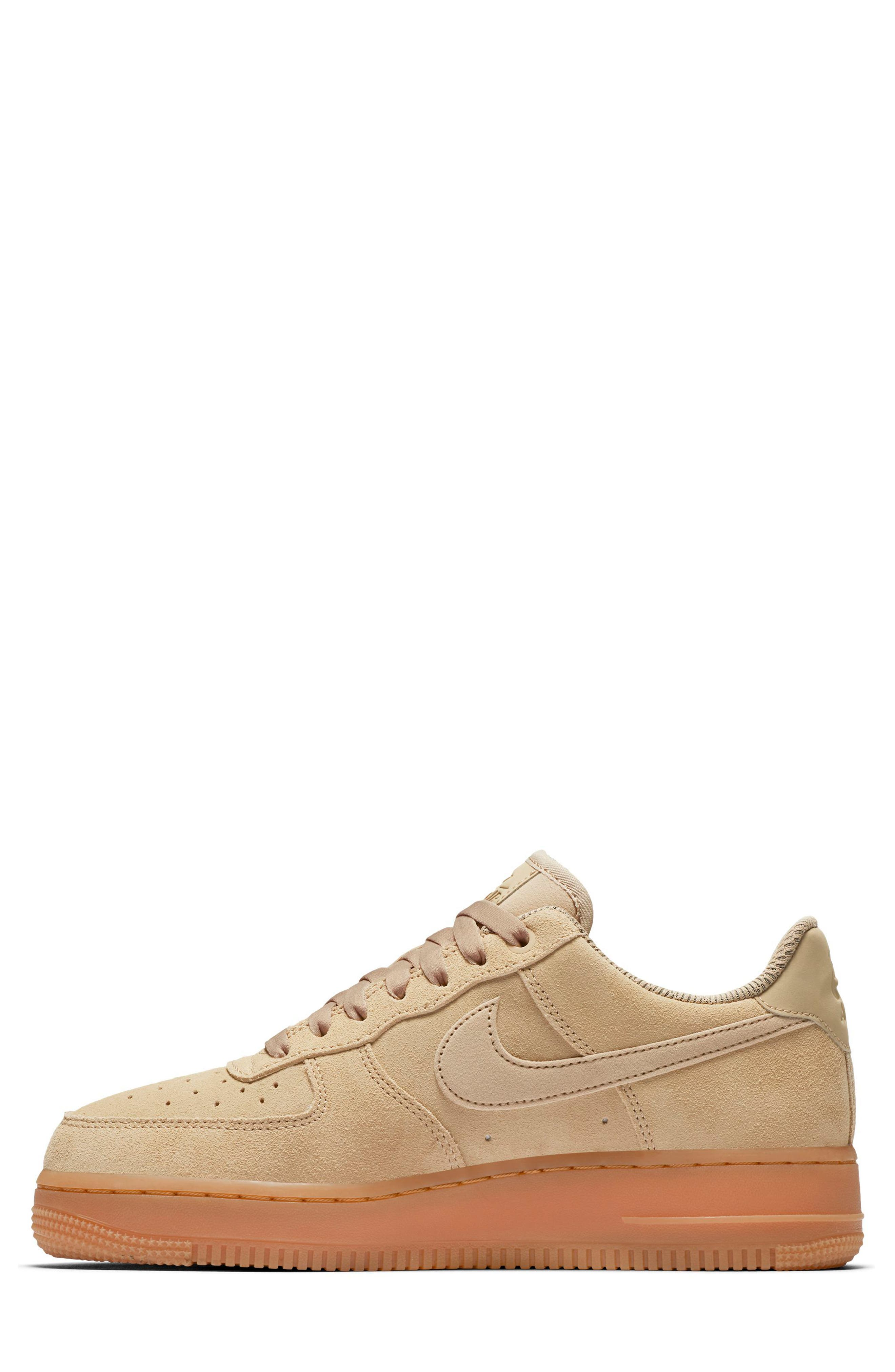 beige color nike shoes 914588