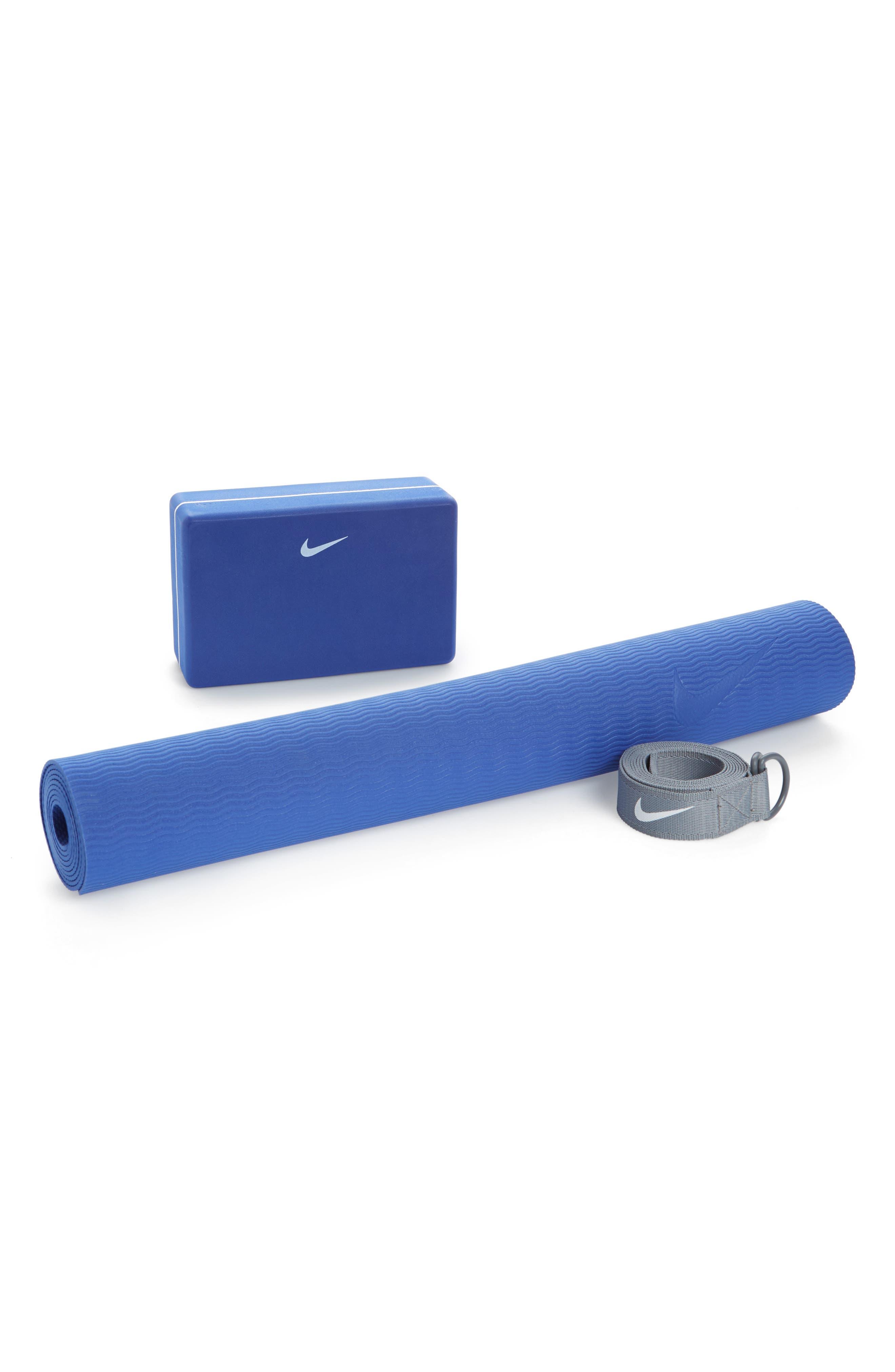 Nike Essential Yoga Mat & Block