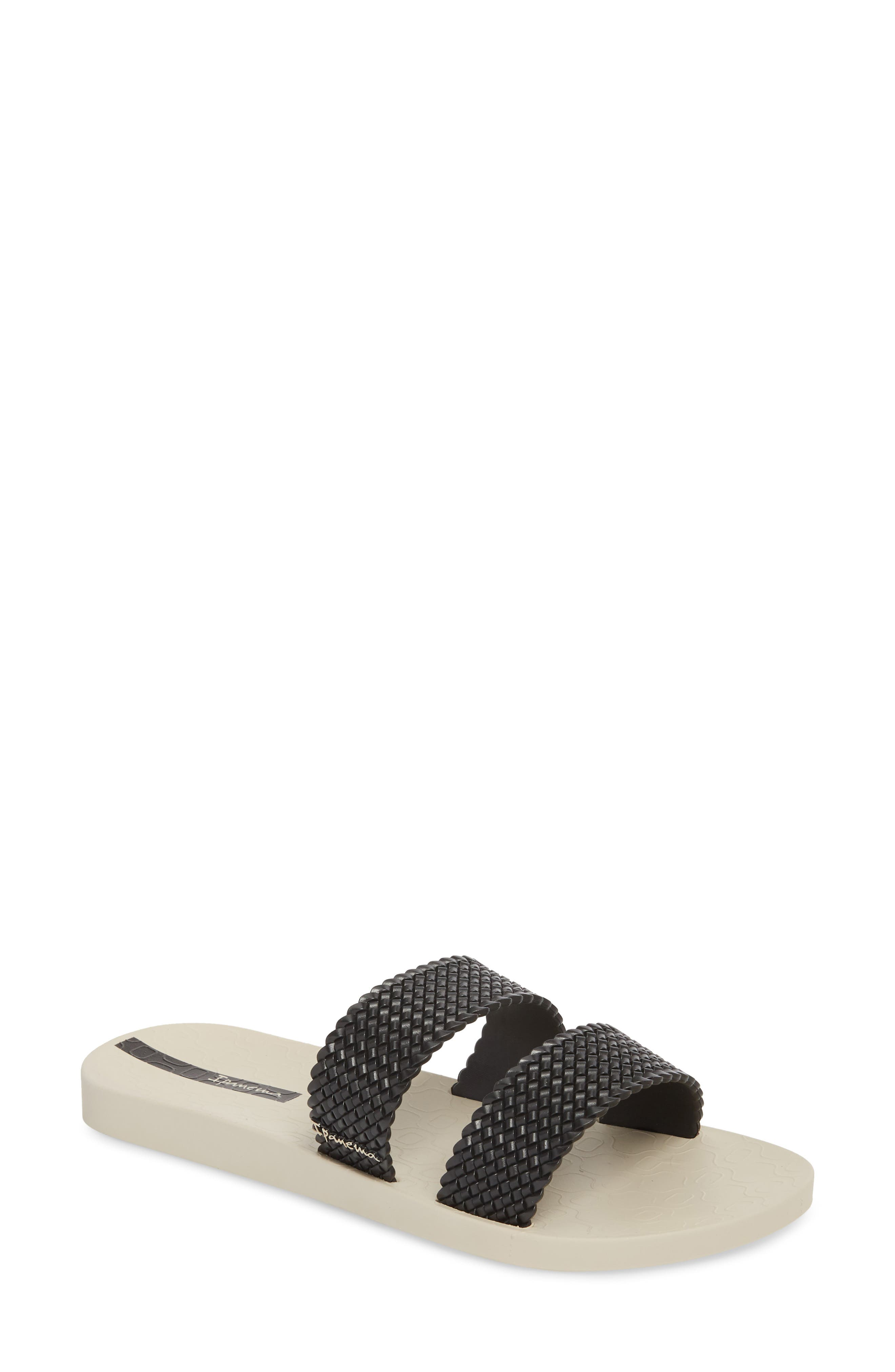 IPANEMA City Slide Sandal in Beige/ Black