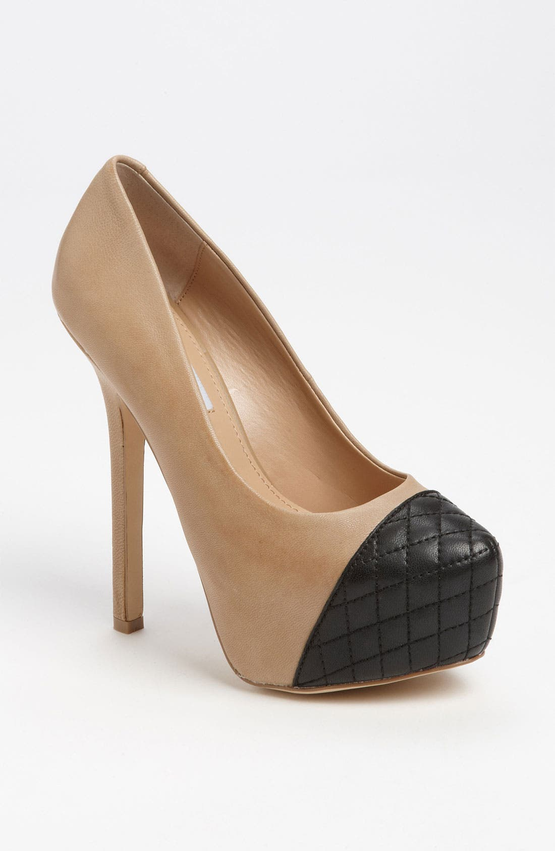 Alternate Image 1 Selected - Steve Madden 'Beauty-L' Pump