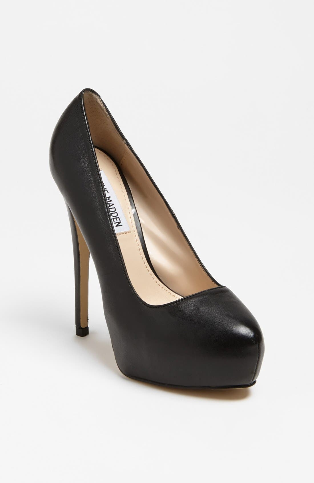 Alternate Image 1 Selected - Steve Madden 'Yasmin' Pump