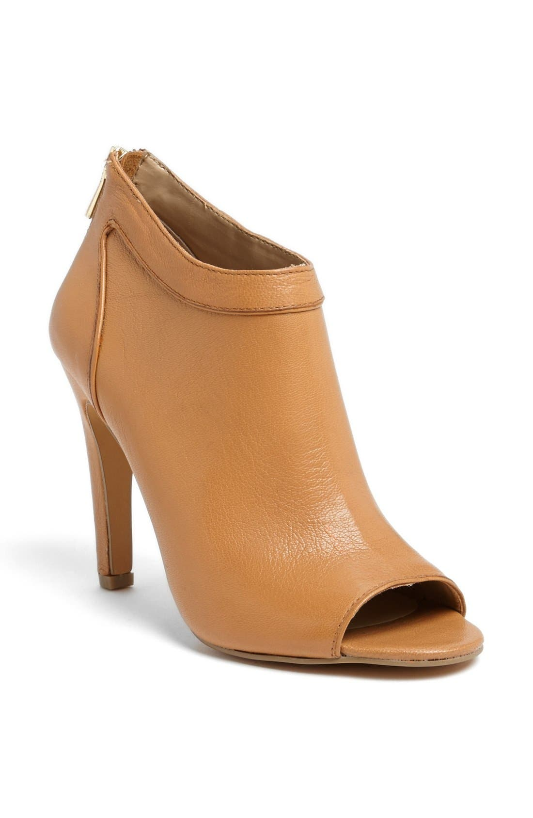 Main Image - Sole Society 'Des' Bootie