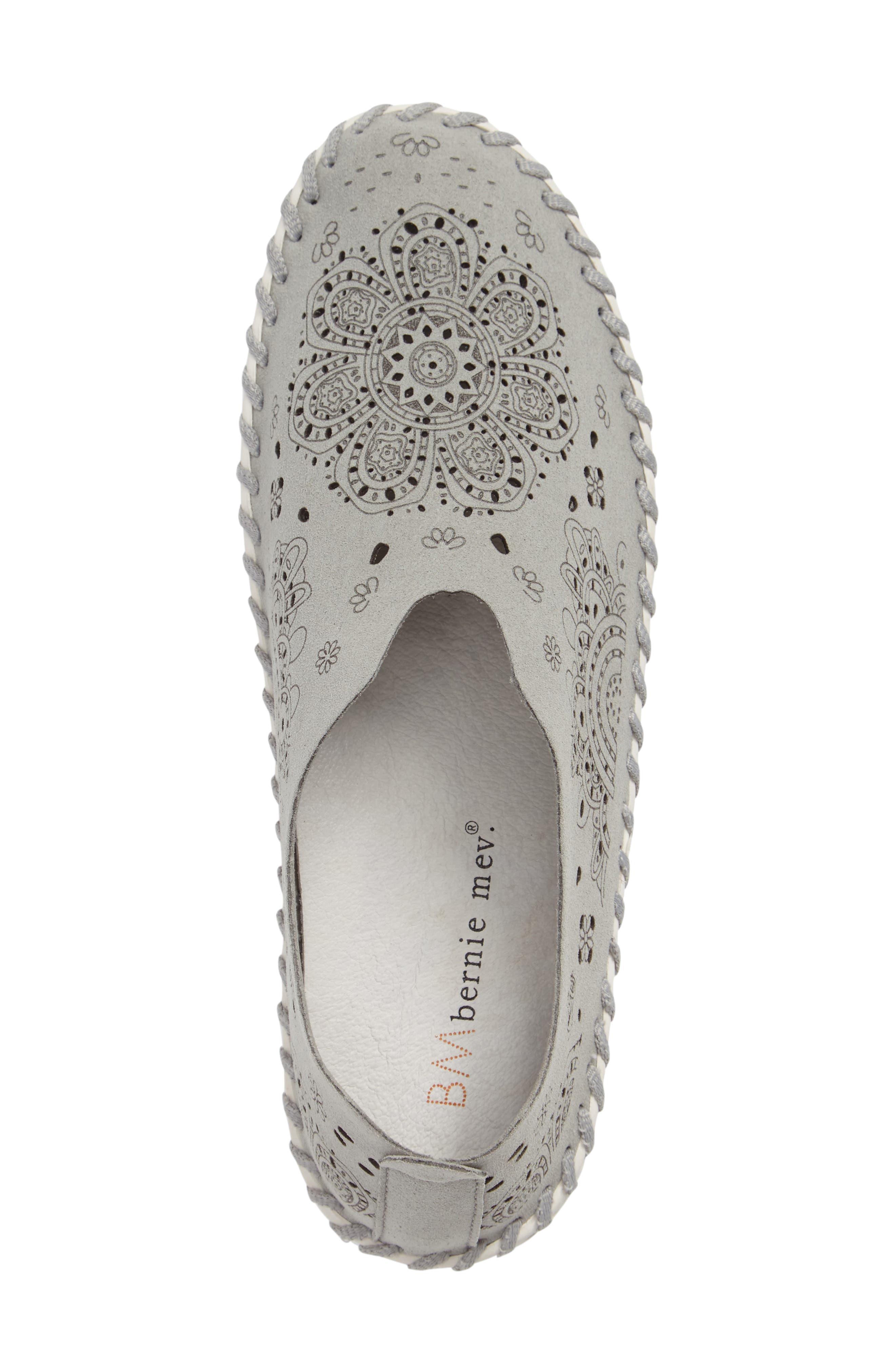 TW09 Slip-On Sneaker,                             Alternate thumbnail 3, color,                             Light Grey Leather