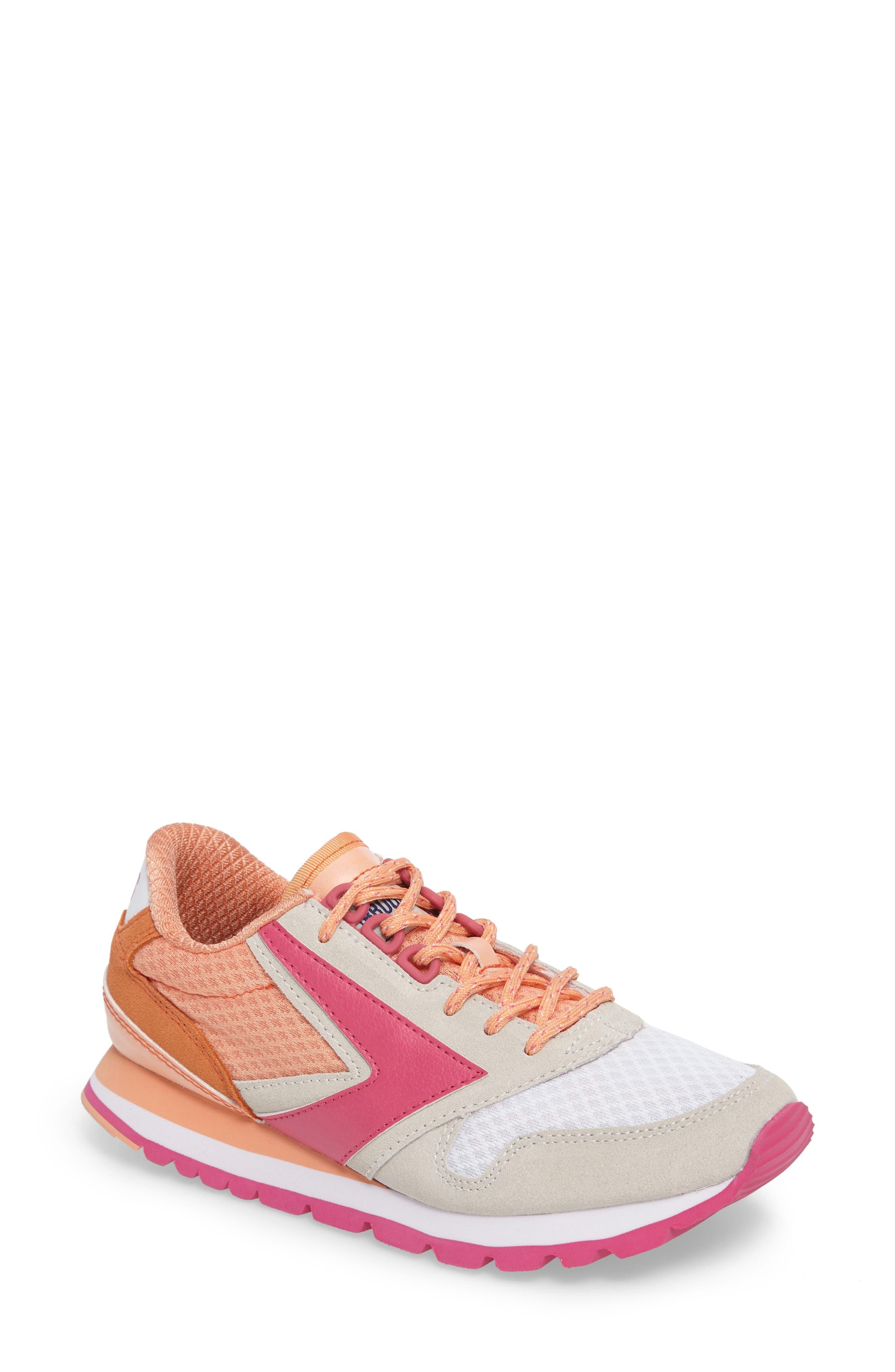 Brooks 'Chariot' Sneaker (Women)