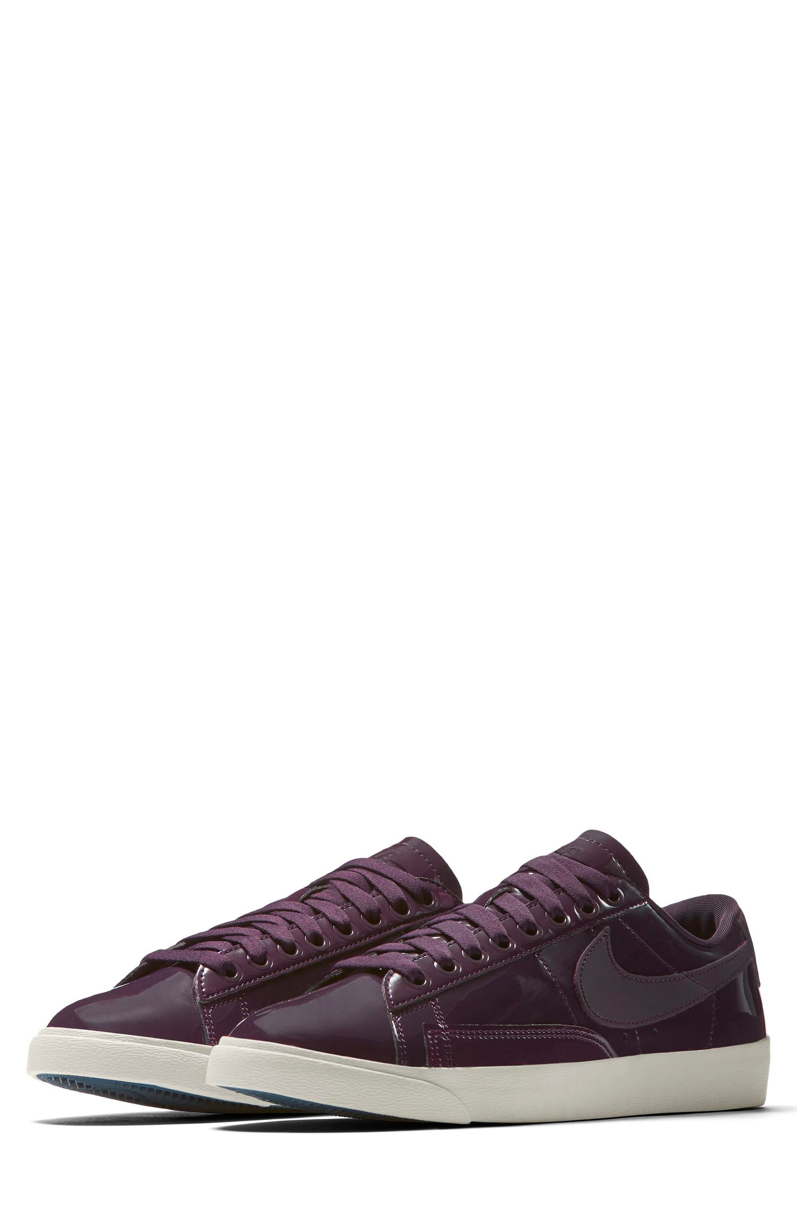 Nike Blazer Low Top Sneaker SE (Women)