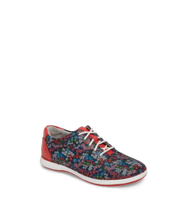 Essence Lace-Up Leather Oxford