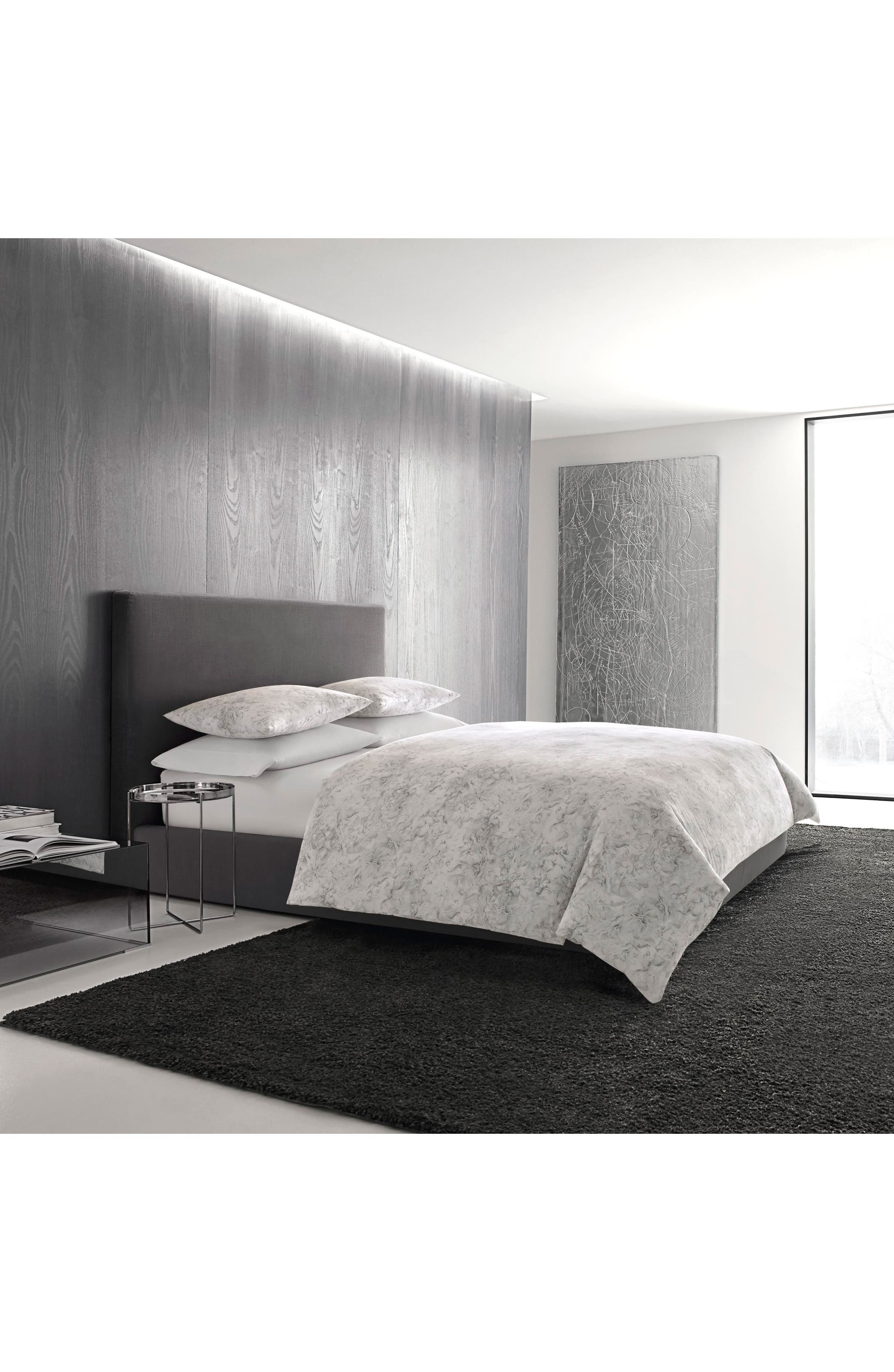 Vera Wang Tuille Floral Comforter & Sham Set