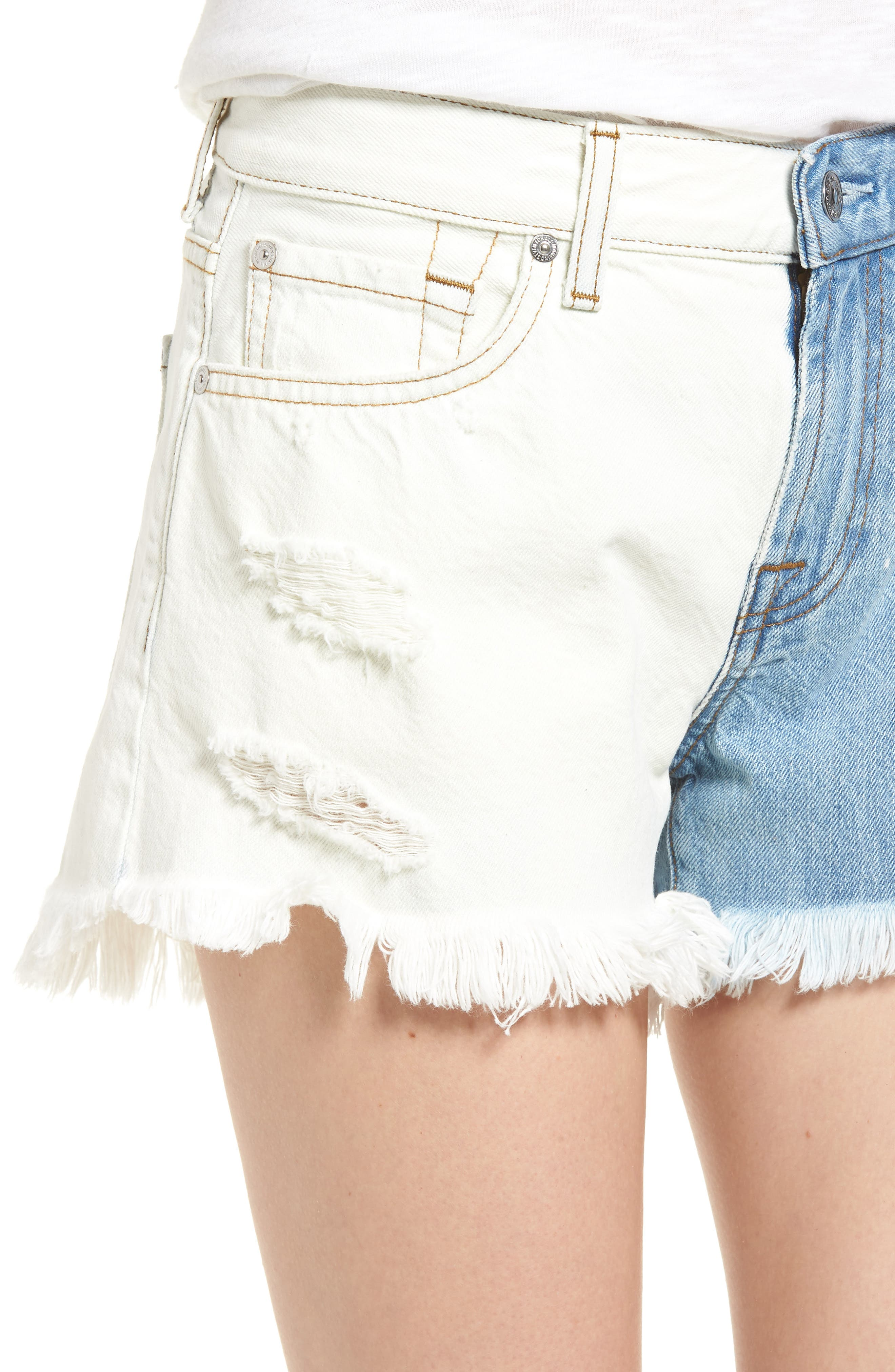 Alternate Image 4  - 7 For All Mankind® Colorblock Cutoff Denim Shorts (Cloud Sky 2)