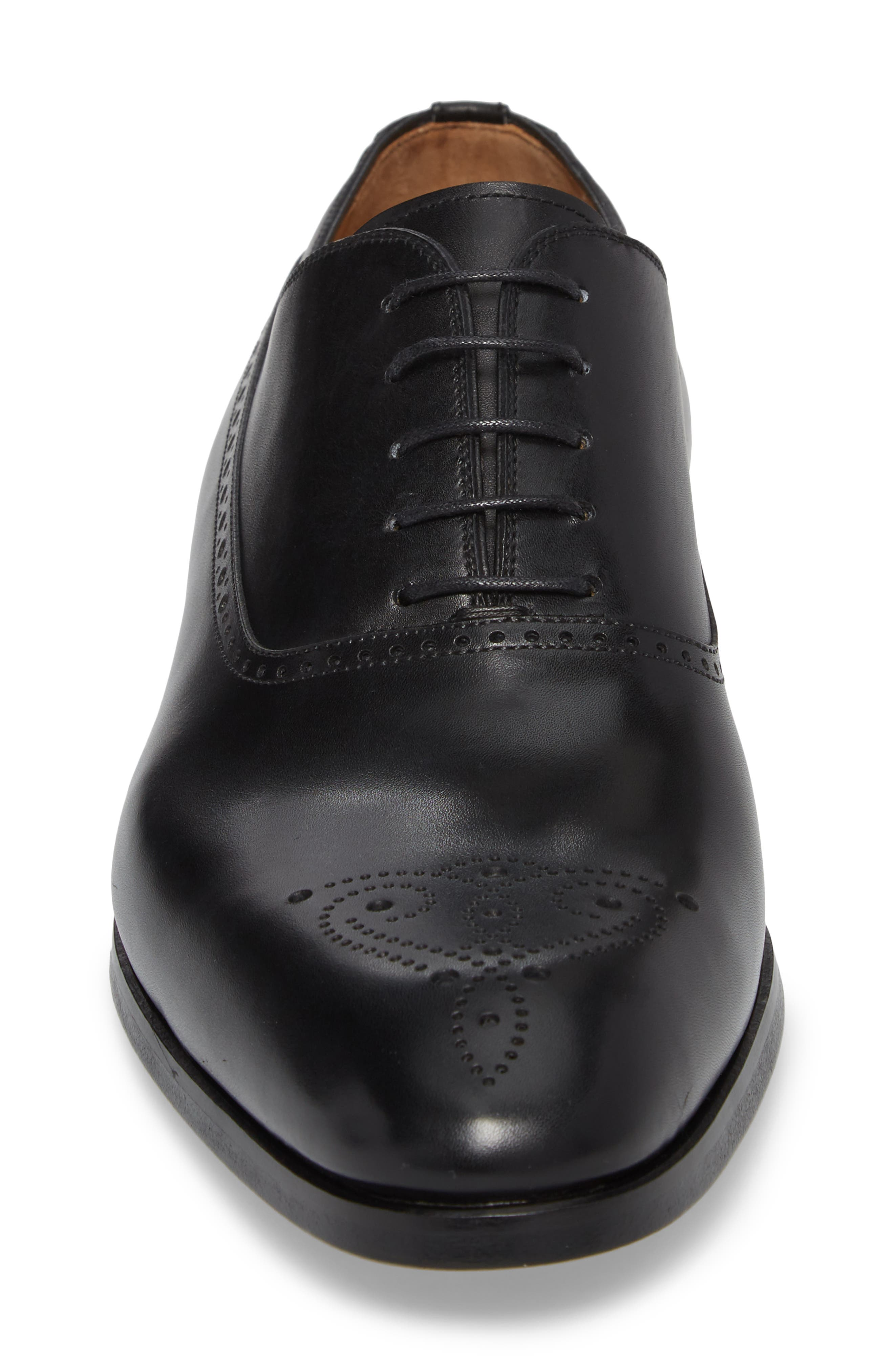 Manolo Medallion Toe Oxford,                             Alternate thumbnail 4, color,                             Black Leather