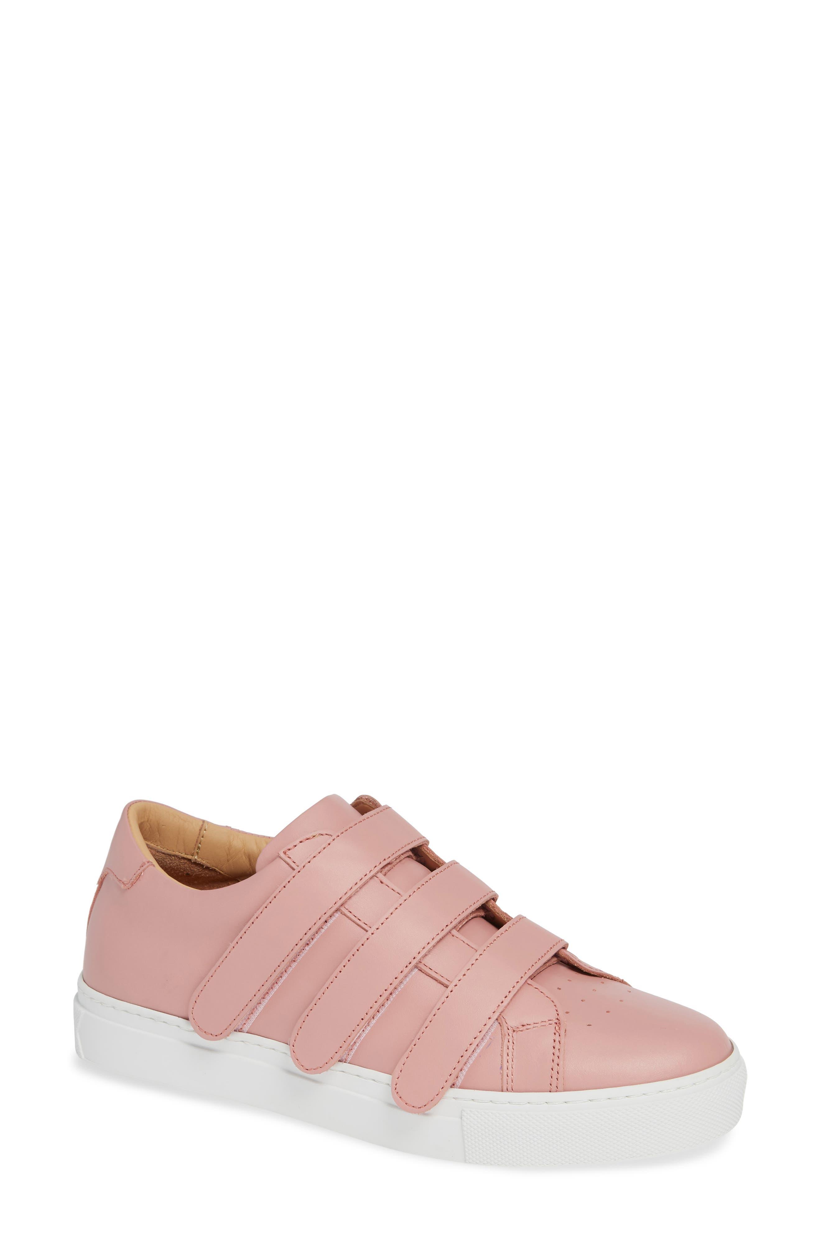 GREATS Royale Low Top Sneaker in Pink