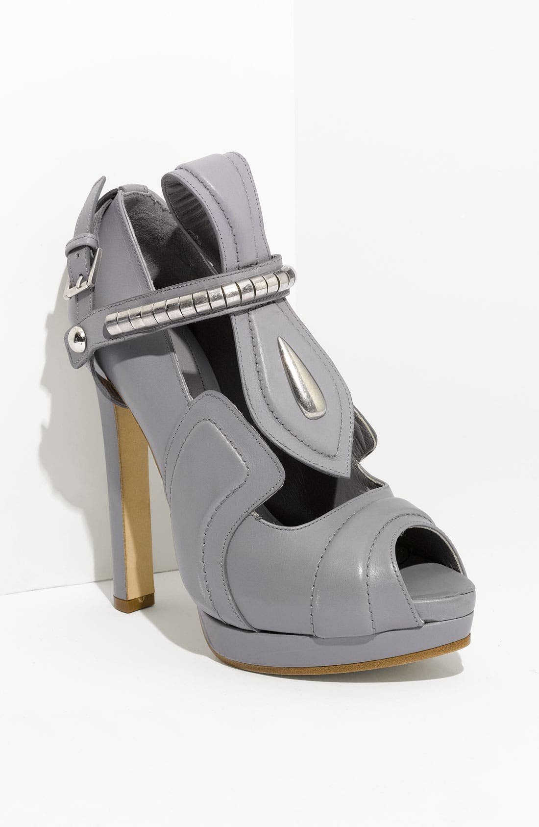 Alternate Image 1 Selected - Alexander McQueen Leather Pump