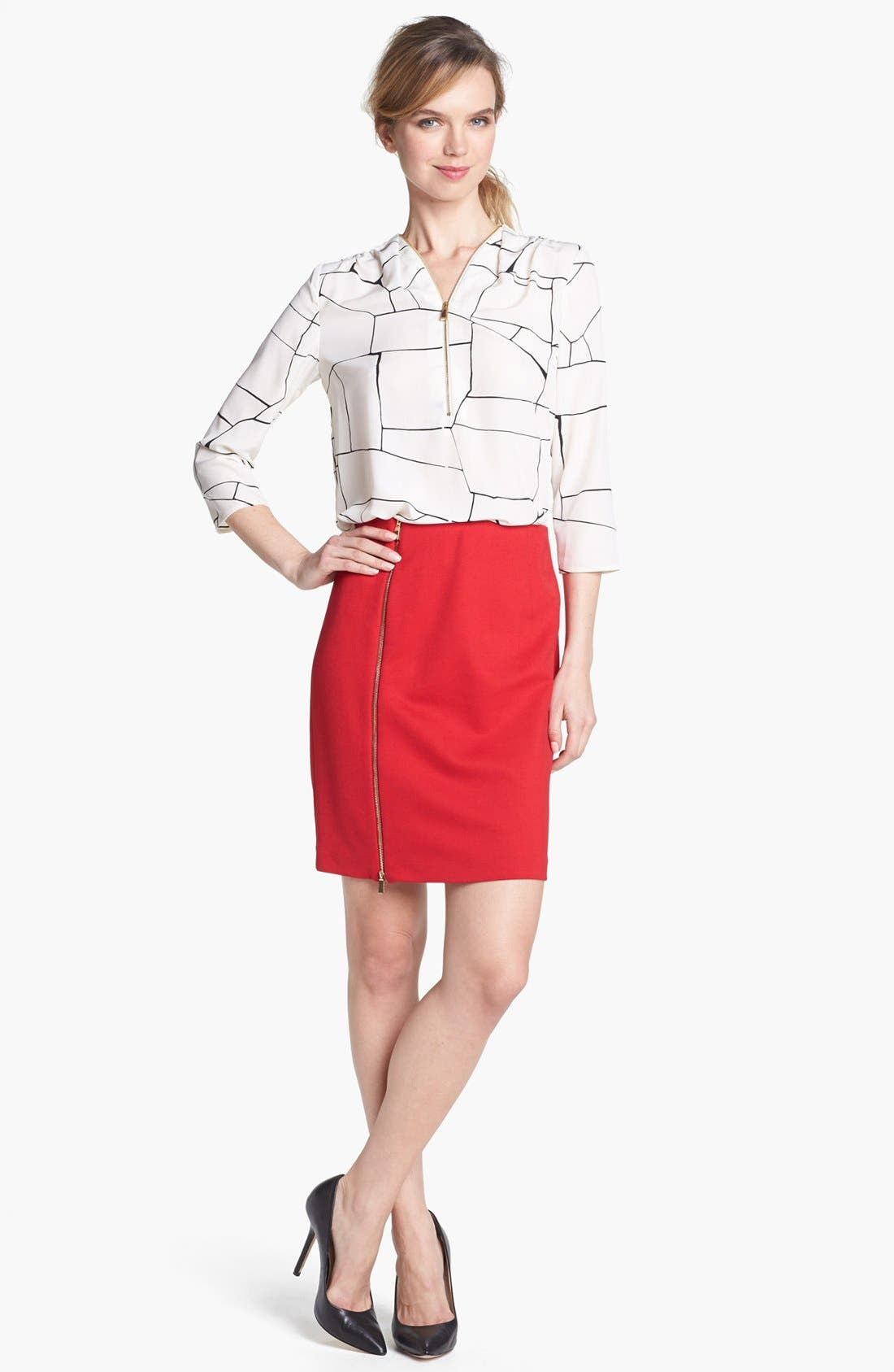 Main Image - Vince Camuto Front Zip Print Blouse
