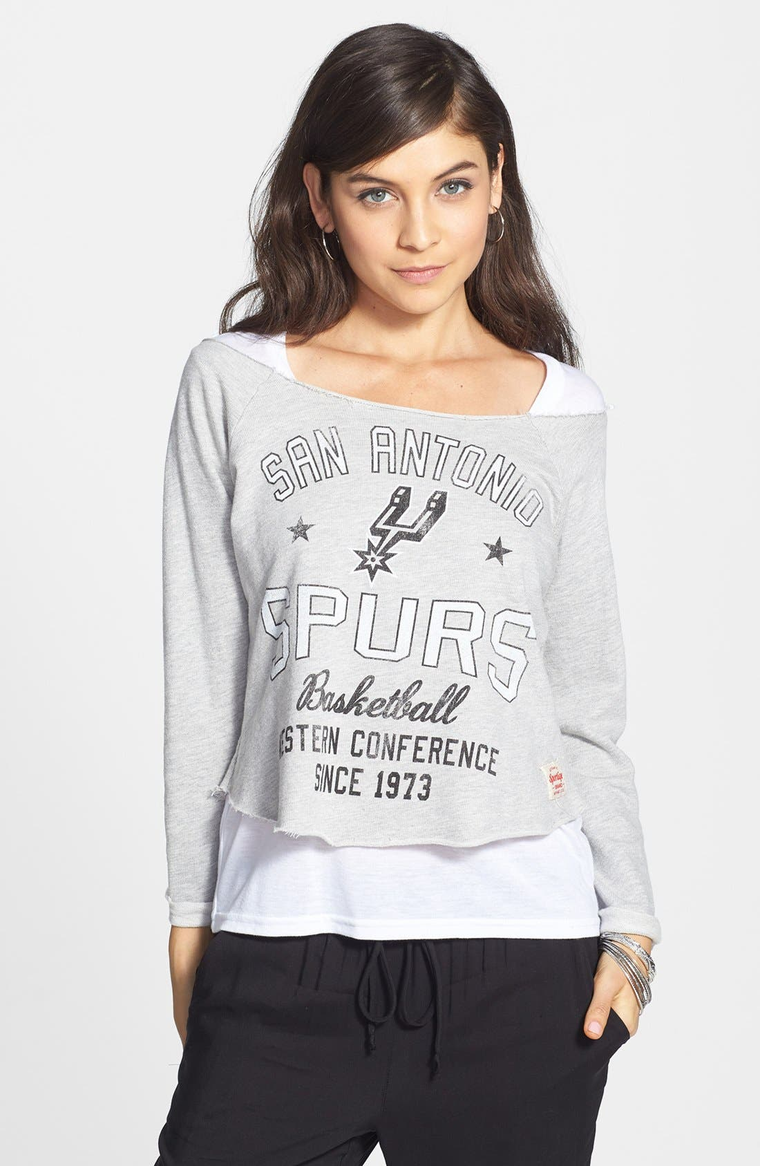 Main Image - Sportiqe 'San Antonio Spurs' Fleece Crop Sweatshirt (Juniors) (Online Only)
