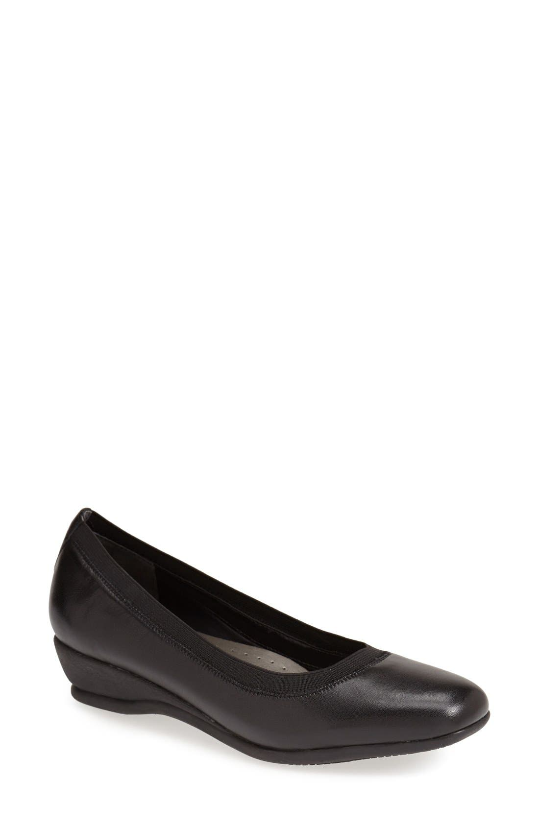 Womens Trotters Lansing Pumps Black