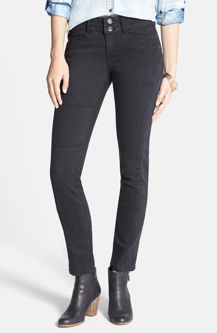 Go for a classic fit juniors skinny jean that hugs your legs closely but still retains a bit of slack. Match it with a casual tank top and sandals for a super laid back look. Slip into a pair of super skinny jeans.