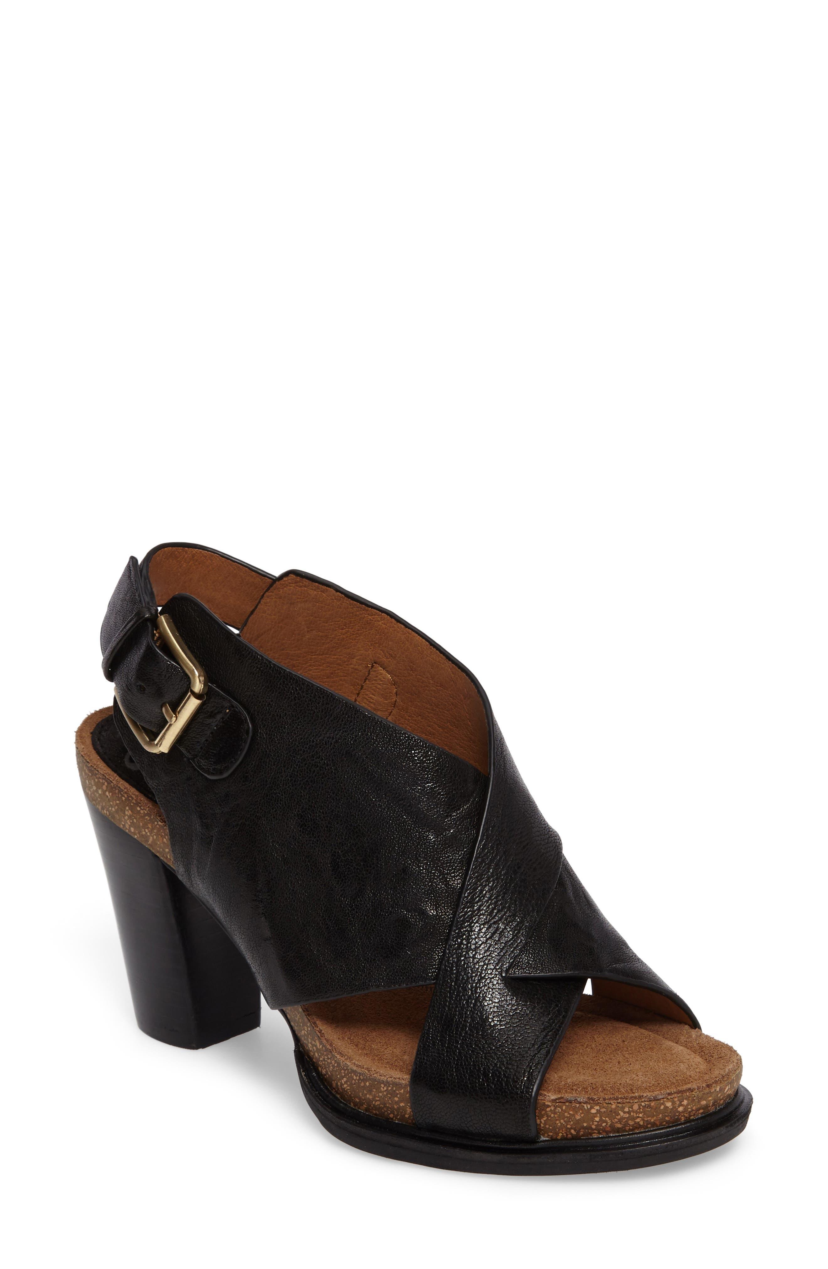 Main Image - Söfft Cambria Platform Sandal (Women)