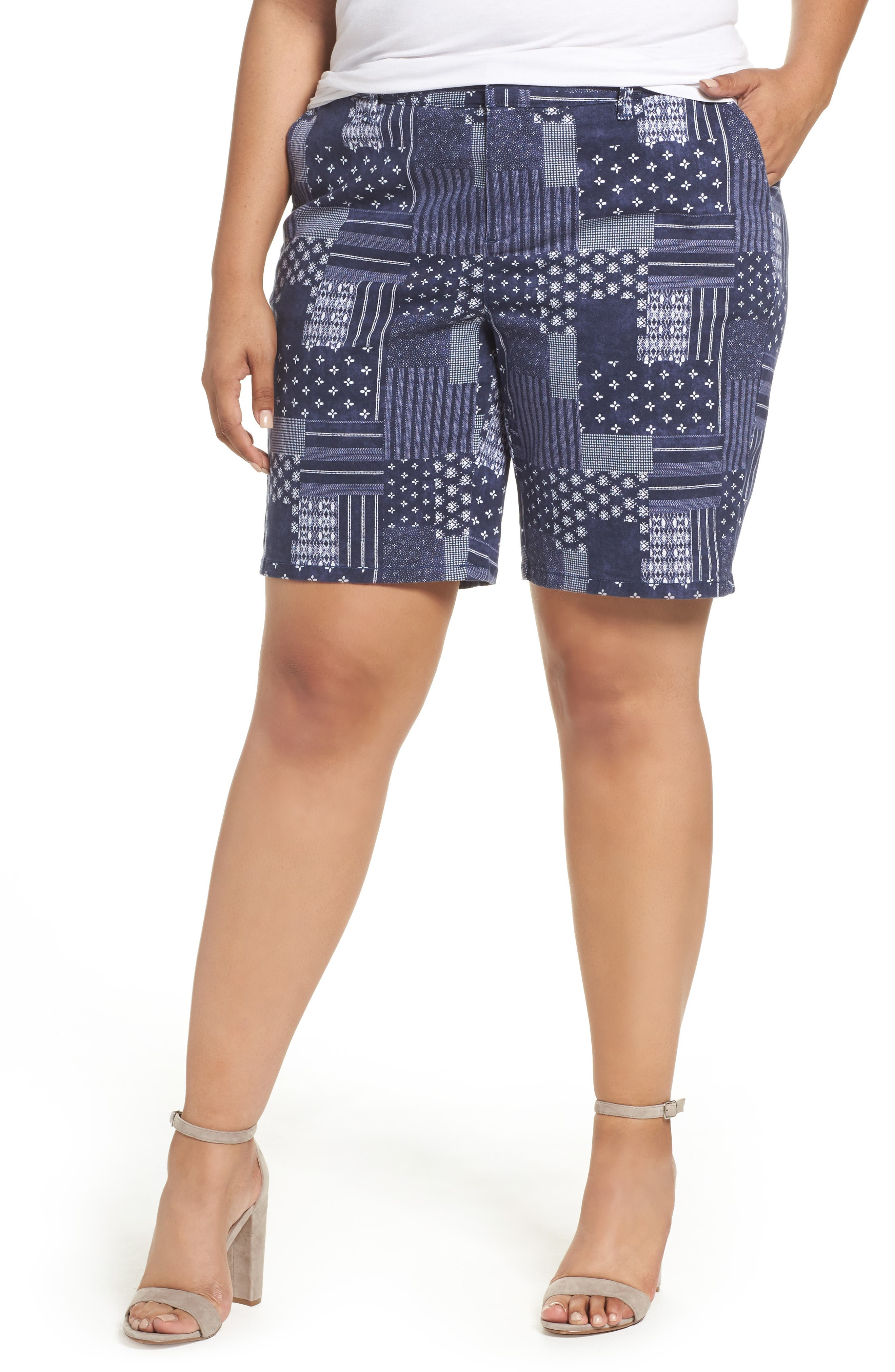 If you prefer classic khaki shorts, our we have styles for every girl. Go for our shortest short shorts, medium length midi shorts, or classic Bermudas. Just like we have all the denim washes you want (seriously – from black denim to white, from rich indigo to distressed and faded vintage-inspired shades), our women's twill shorts come in a huge assortment of colors.
