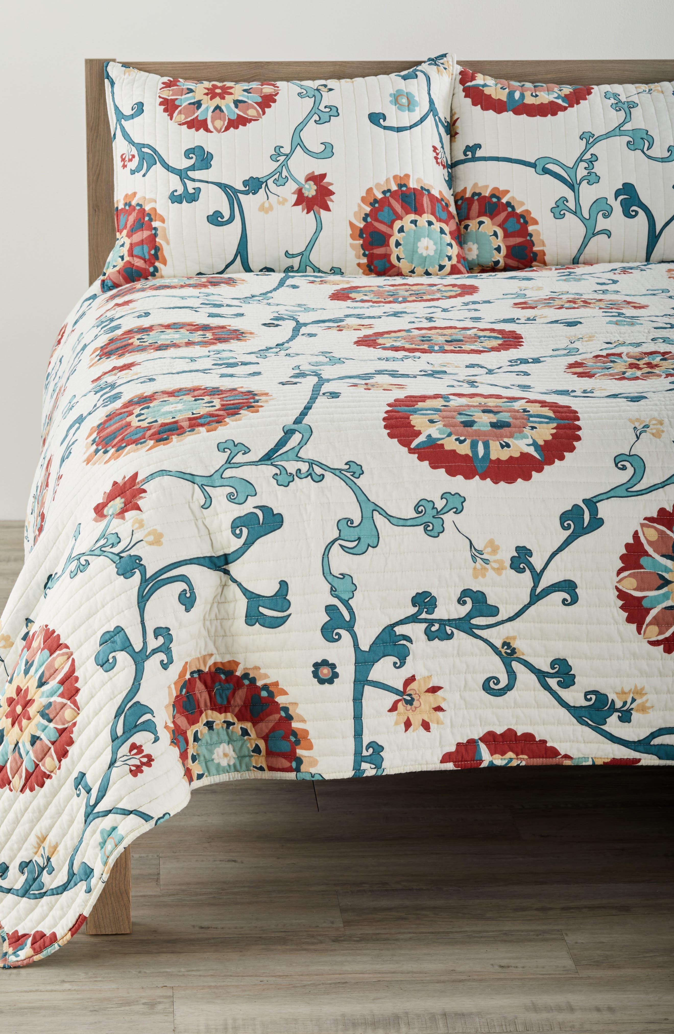 Folk Art Quilt,                         Main,                         color, Cream