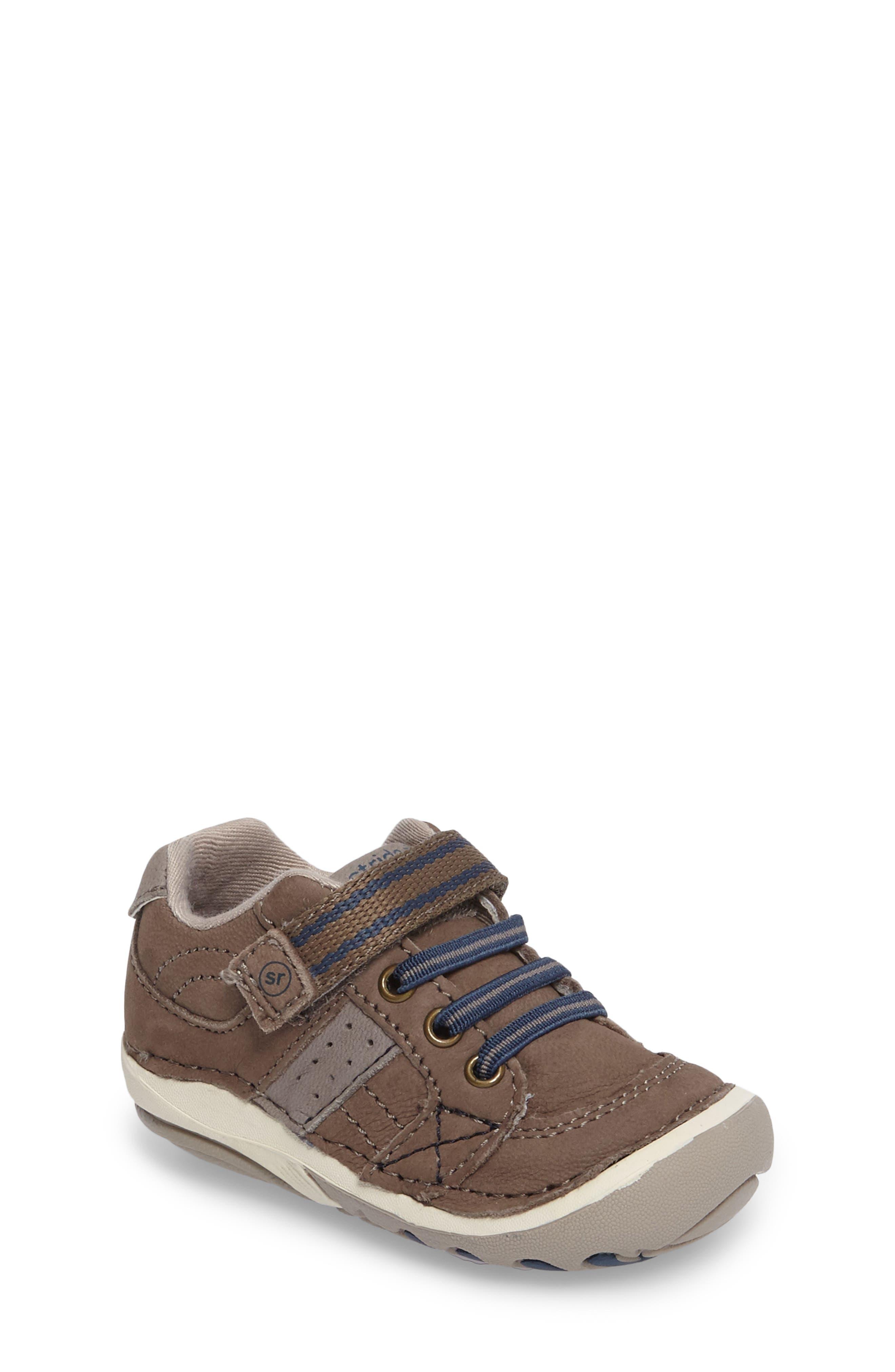 Stride Rite 'Artie' Sneaker (Baby & Walker)