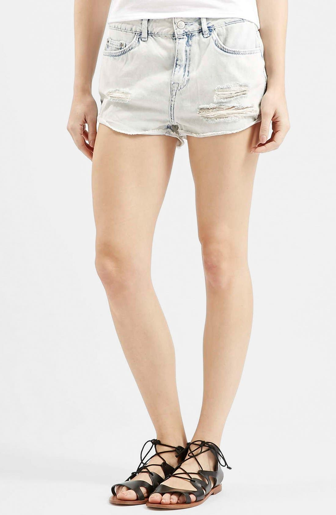 Main Image - Topshop Moto 'Hallie' Bleach Cutoff Shorts (Light Denim) (Petite)