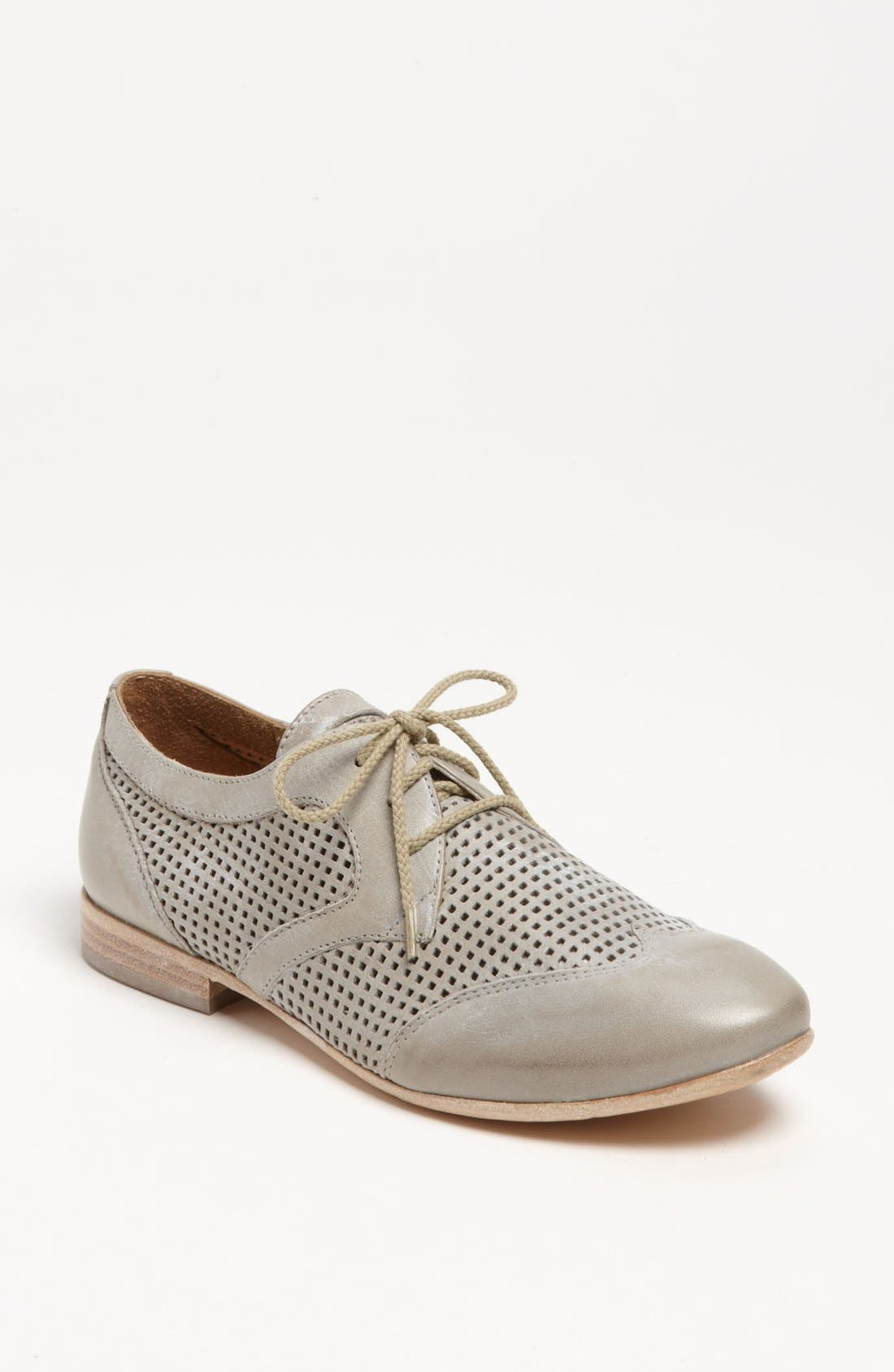 Alternate Image 1 Selected - Giove Perforated Oxford