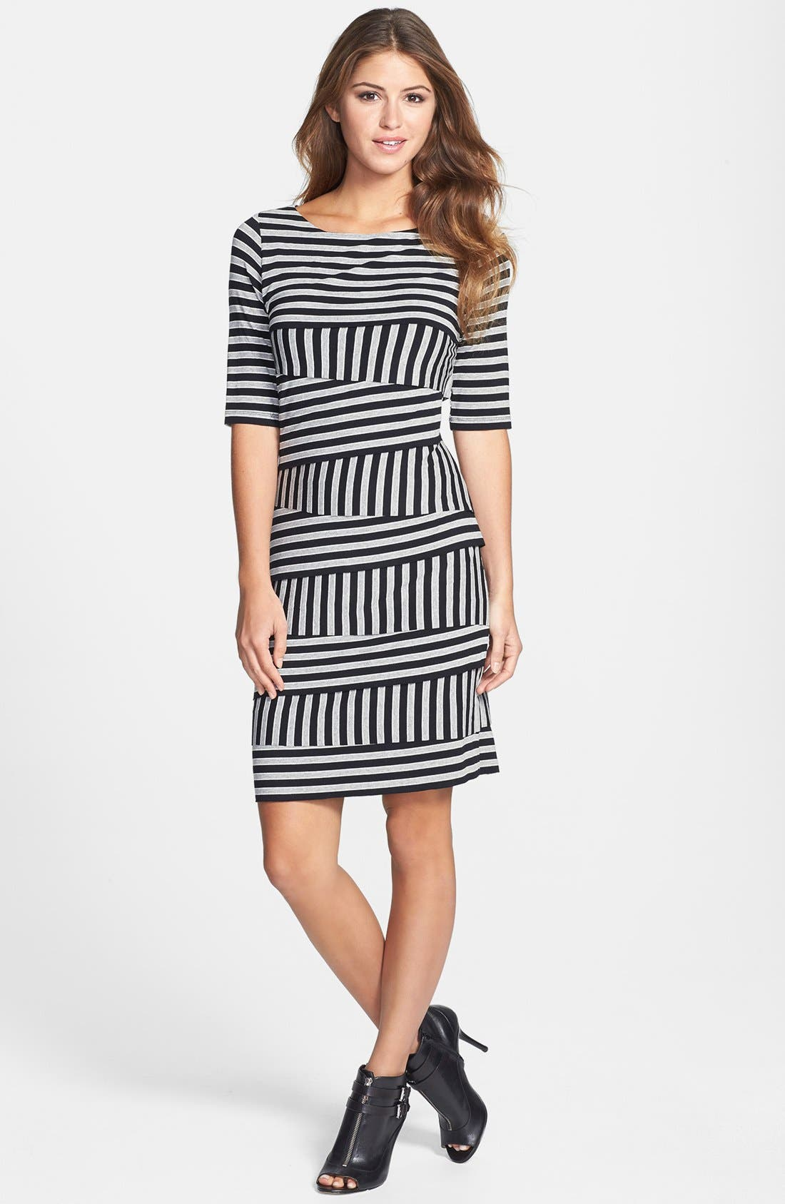 Main Image - Vince Camuto 'Calais' Zigzag Stripe Dress