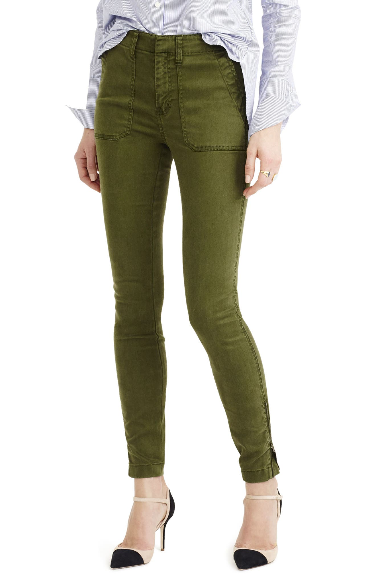 Imagine your favorite skinny jeans but comfier. Yep, we made those and added cargo pockets. Sits just above hip. Fitted through hip and thigh, with a fitted leg. 28 .