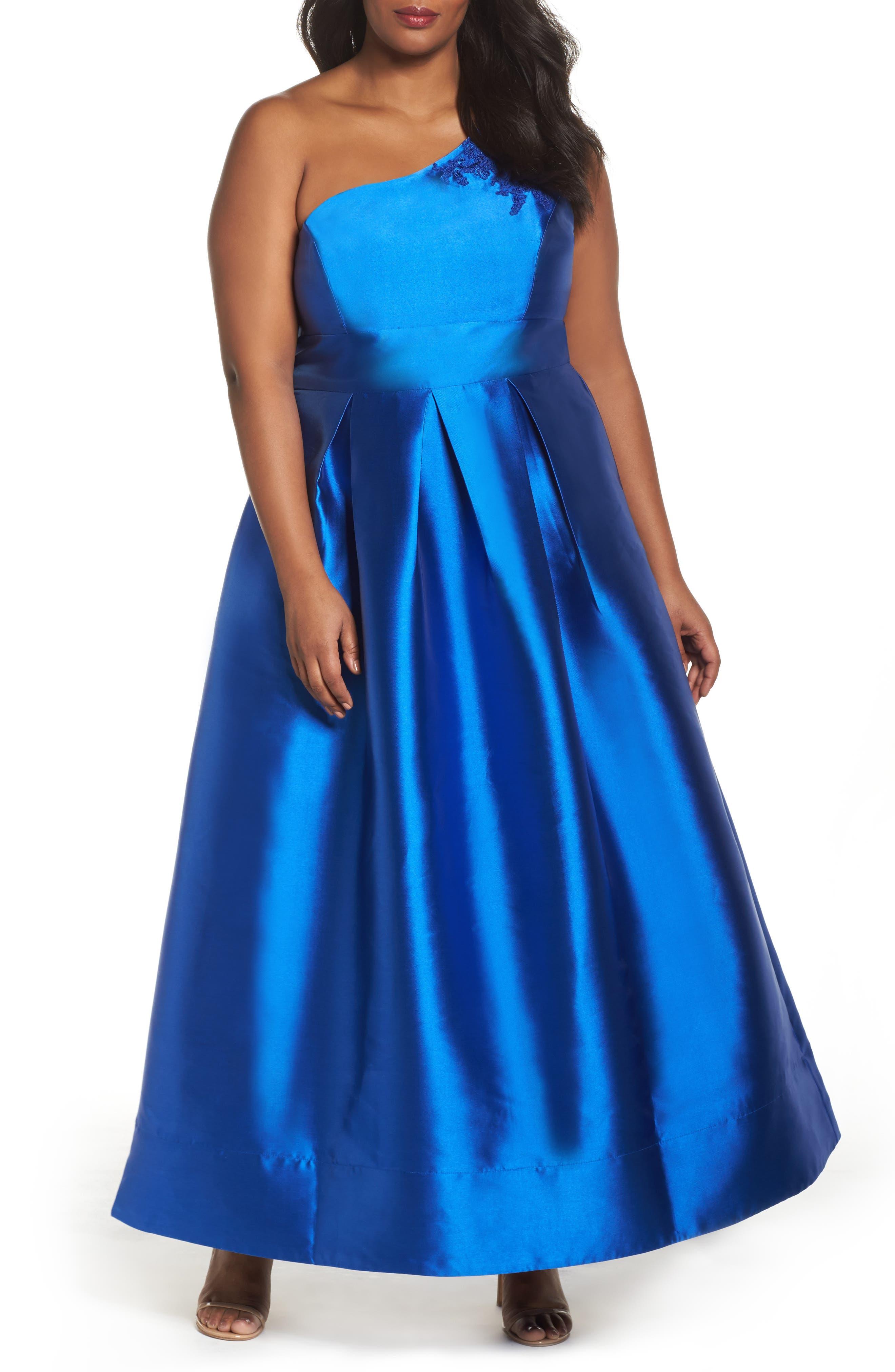 Main Image - Sangria Appliquéd One Shoulder Ballgown (Plus Size)