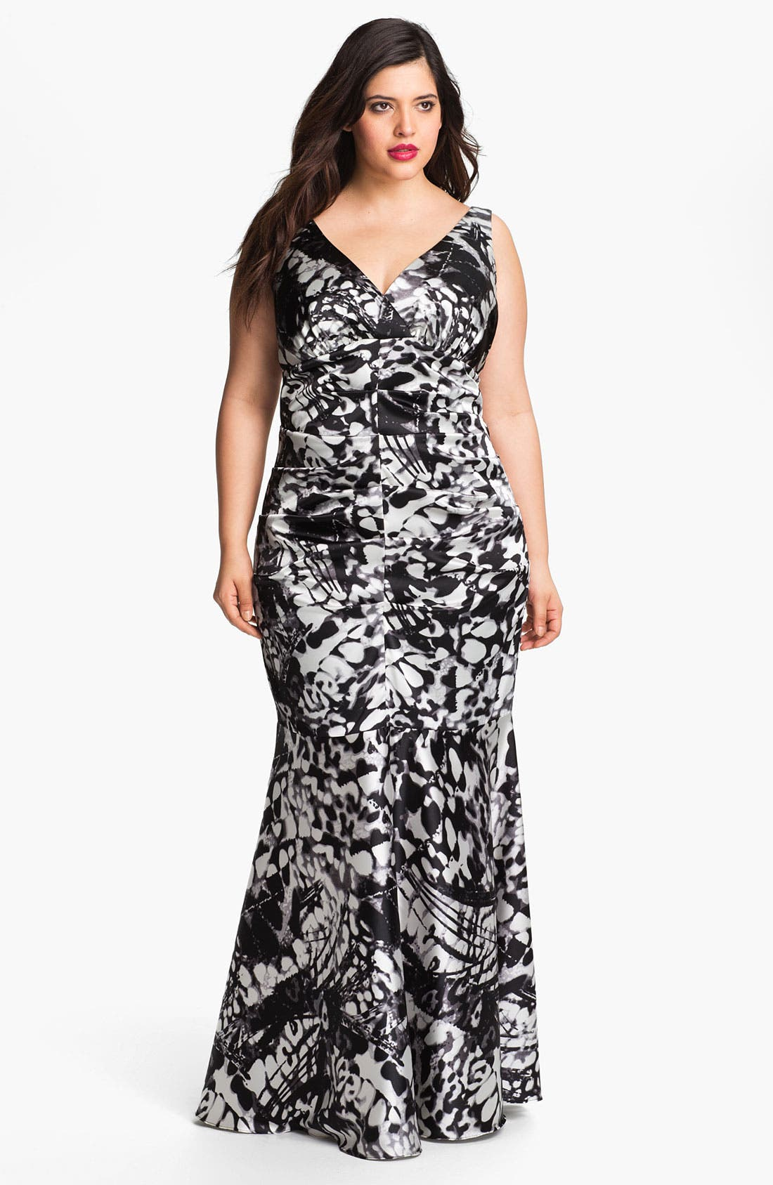 Main Image - Xscape Ruched Print Gown (Plus Size)