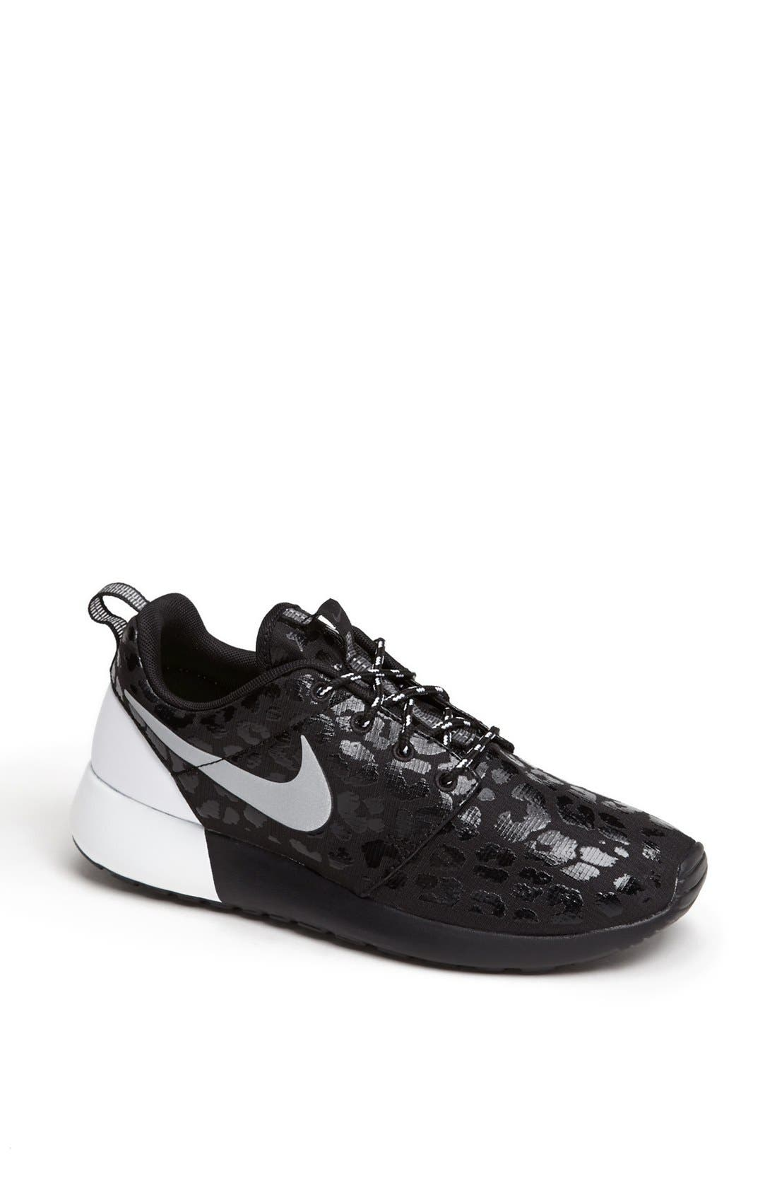 Alternate Image 1 Selected - Nike 'Roshe Run' Sneaker (Women)