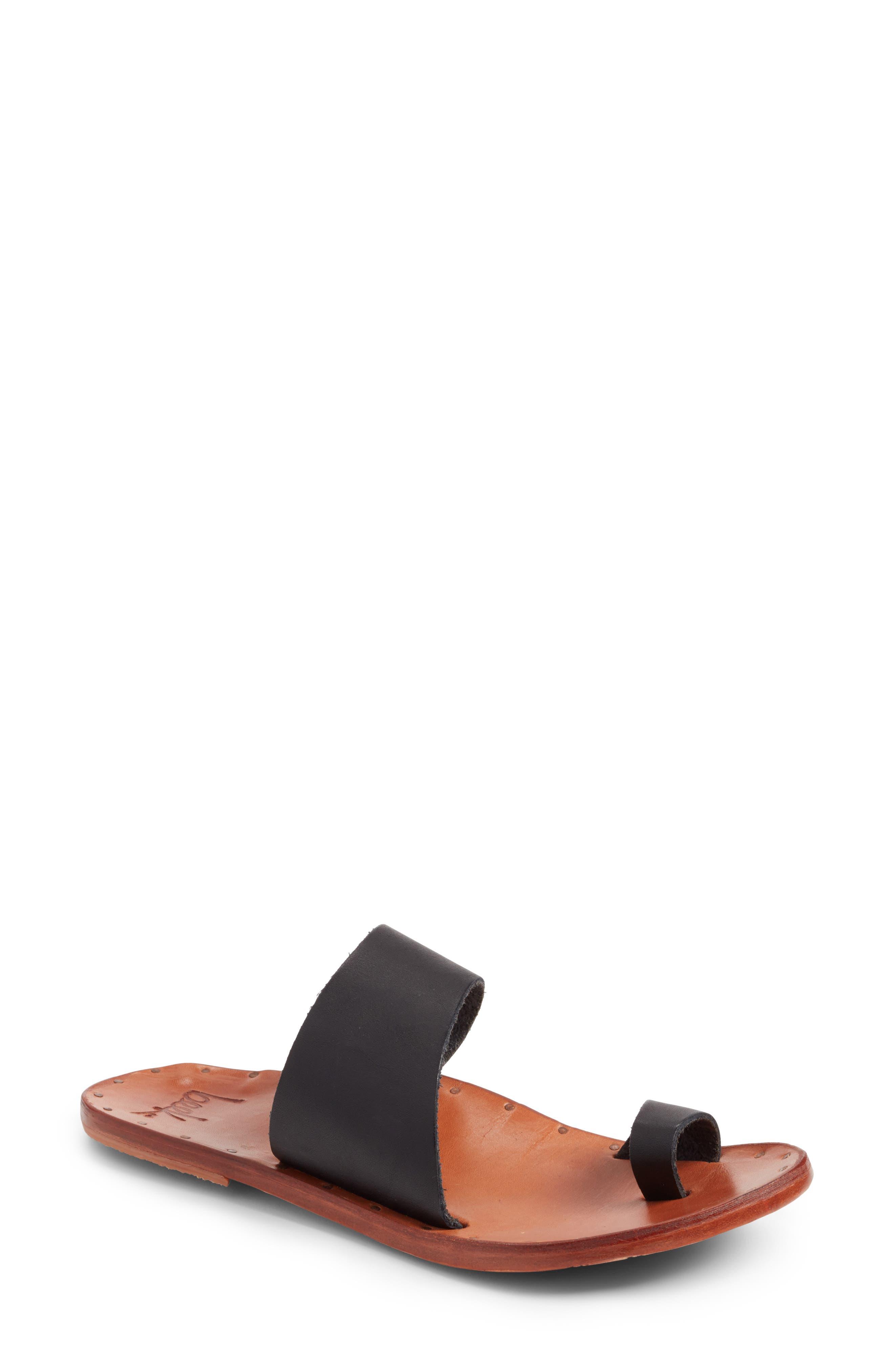 BEEK Finch Sandal in Black/ Tan