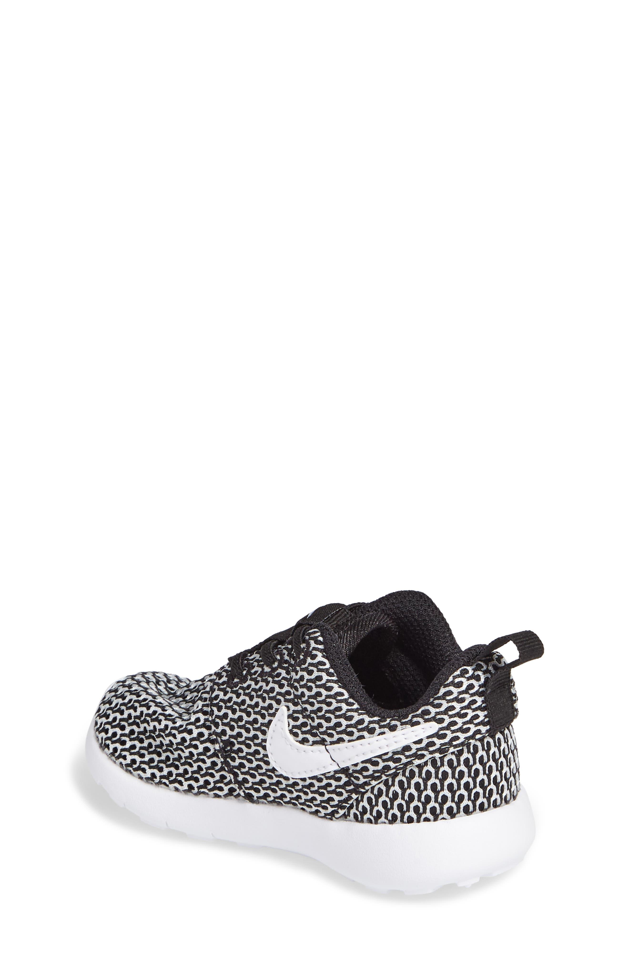 Alternate Image 2  - Nike 'Roshe Run' Sneaker (Baby, Walker & Toddler)