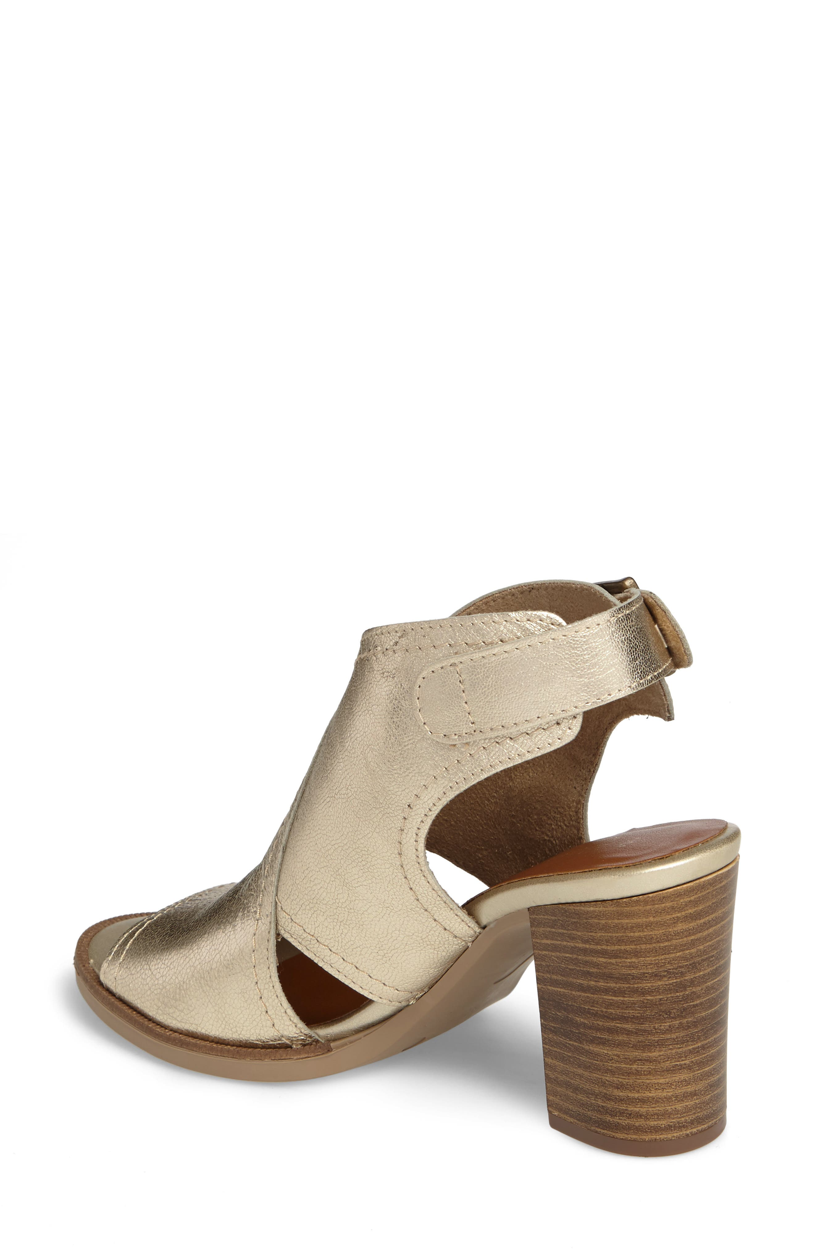 Alternate Image 2  - Bella Vita Viv Block Heel Sandal (Women)