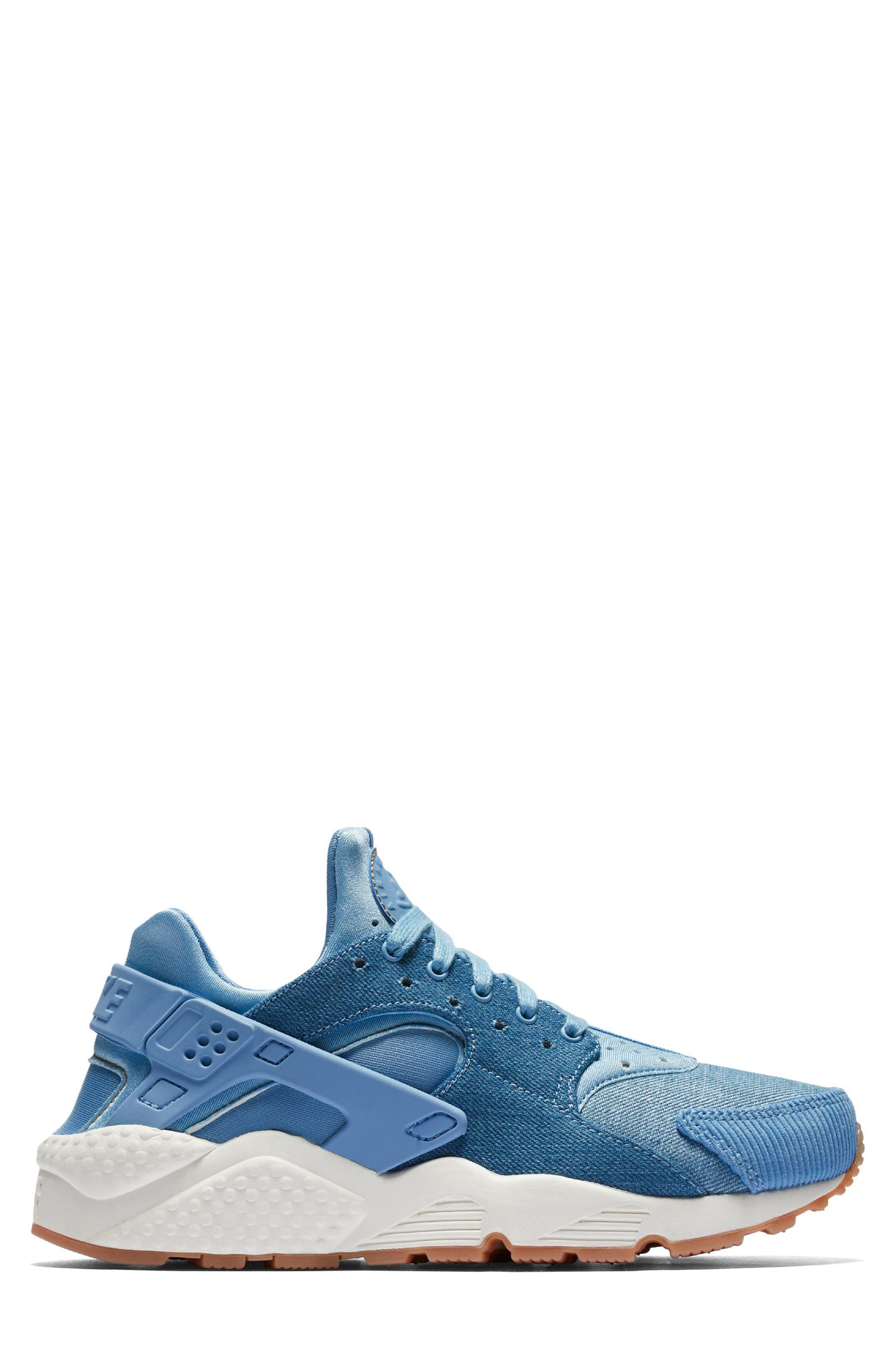 Main Image - Nike Air Huarache Run SE Sneaker (Women)