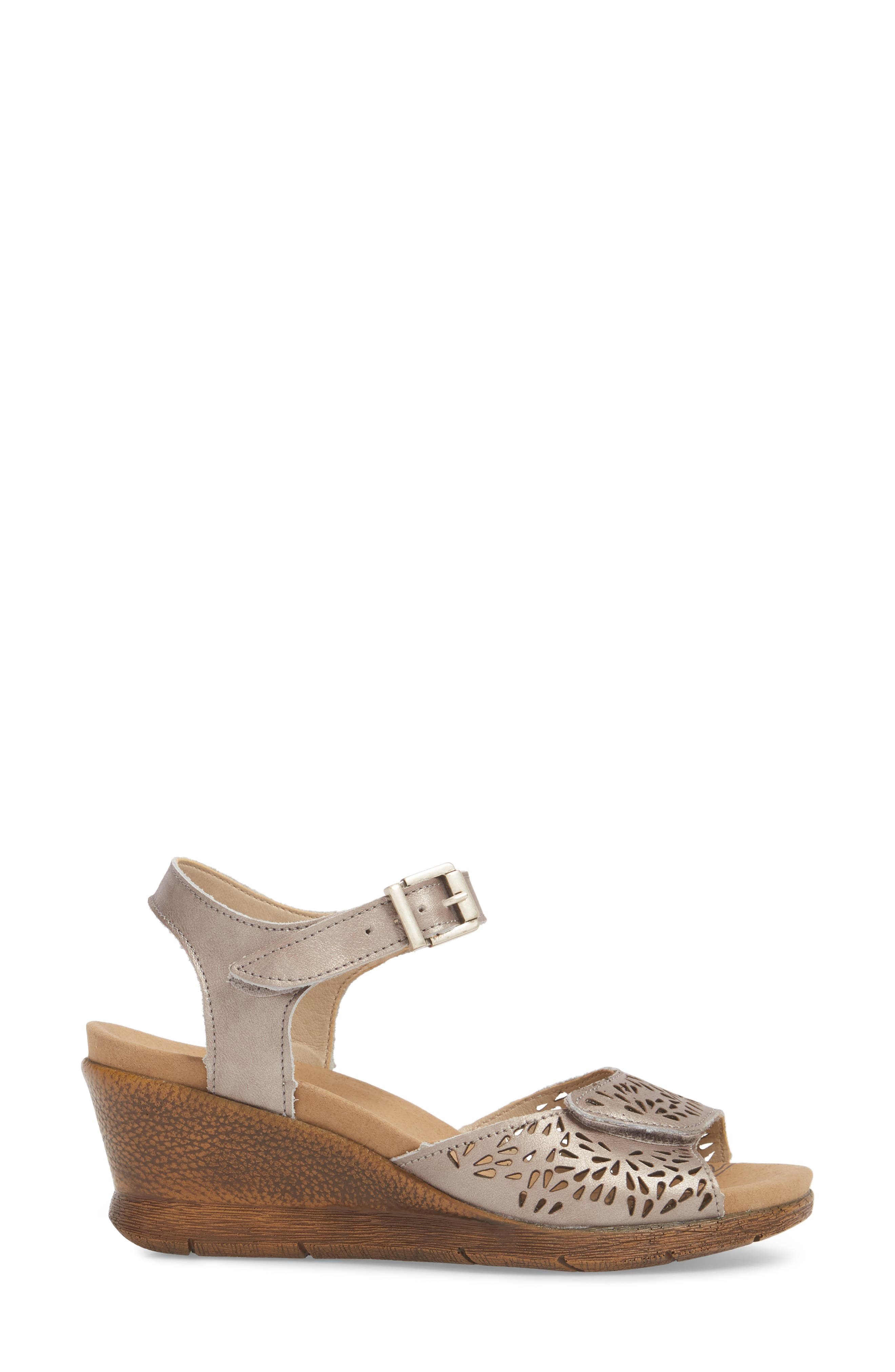 Nevis 05 Sandal,                             Alternate thumbnail 3, color,                             Platinum Leather