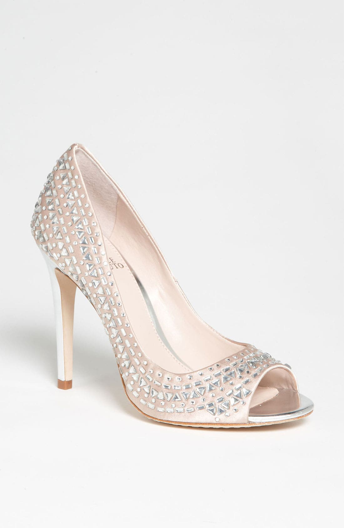 Main Image - Vince Camuto 'Lexis' Pump (Online Only)