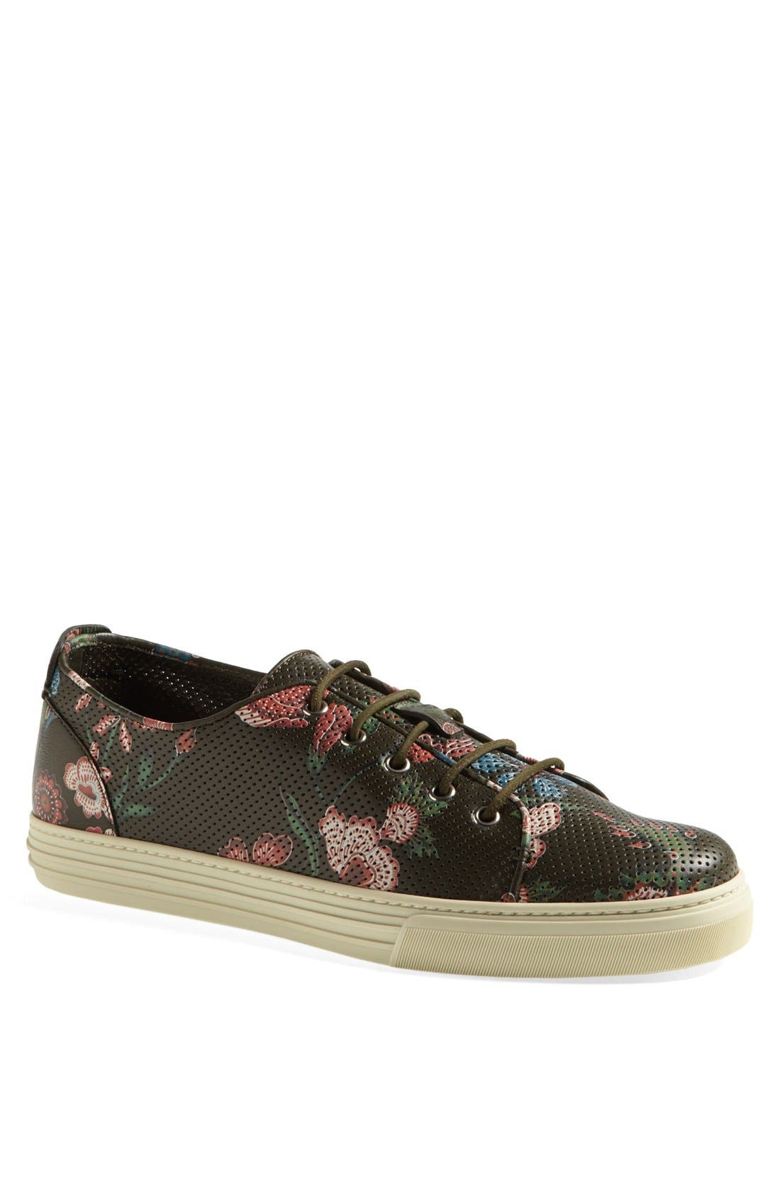 Alternate Image 1 Selected - Gucci 'Jimy' Print Low Sneaker